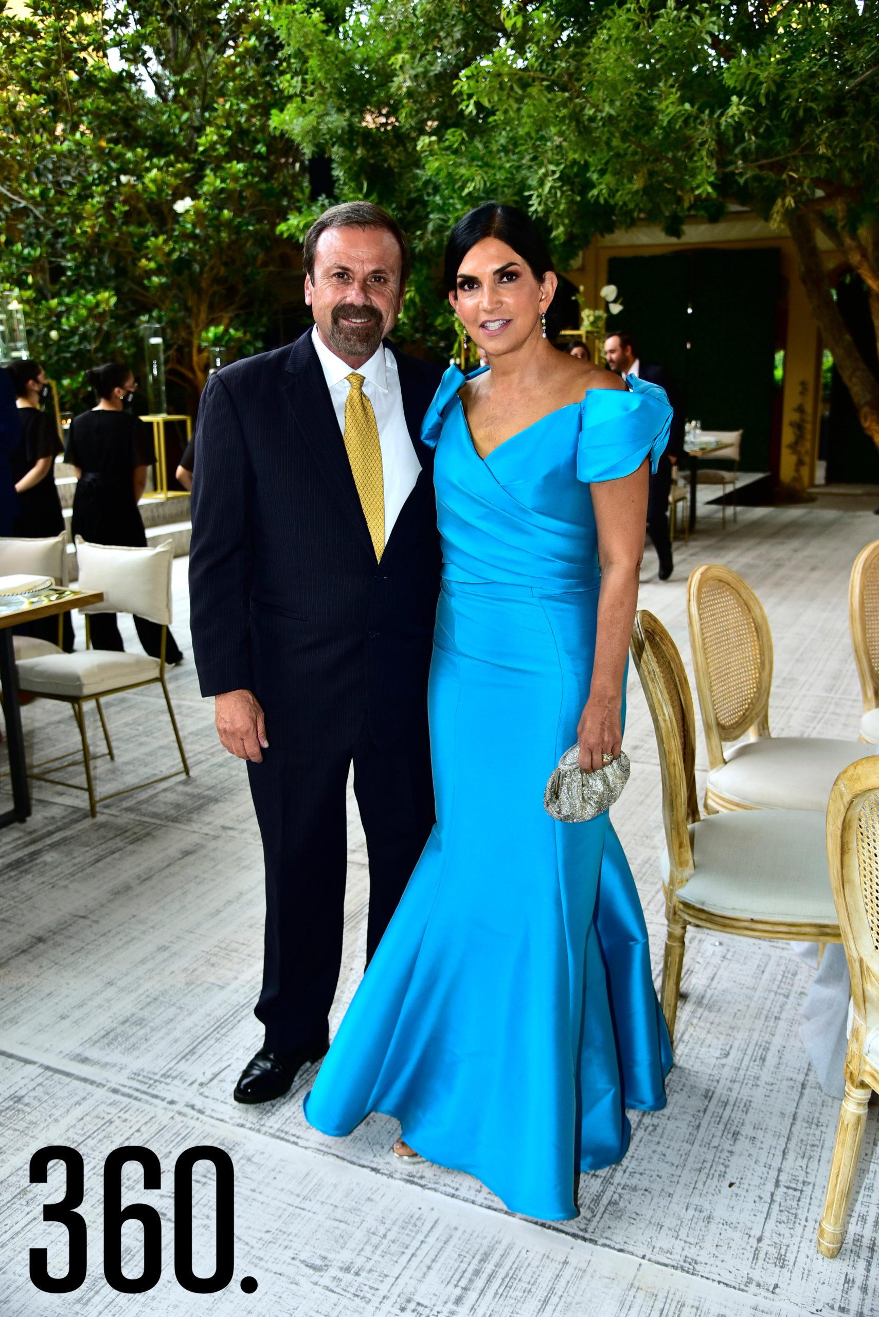 Luis Horacio y Nona Salinas.