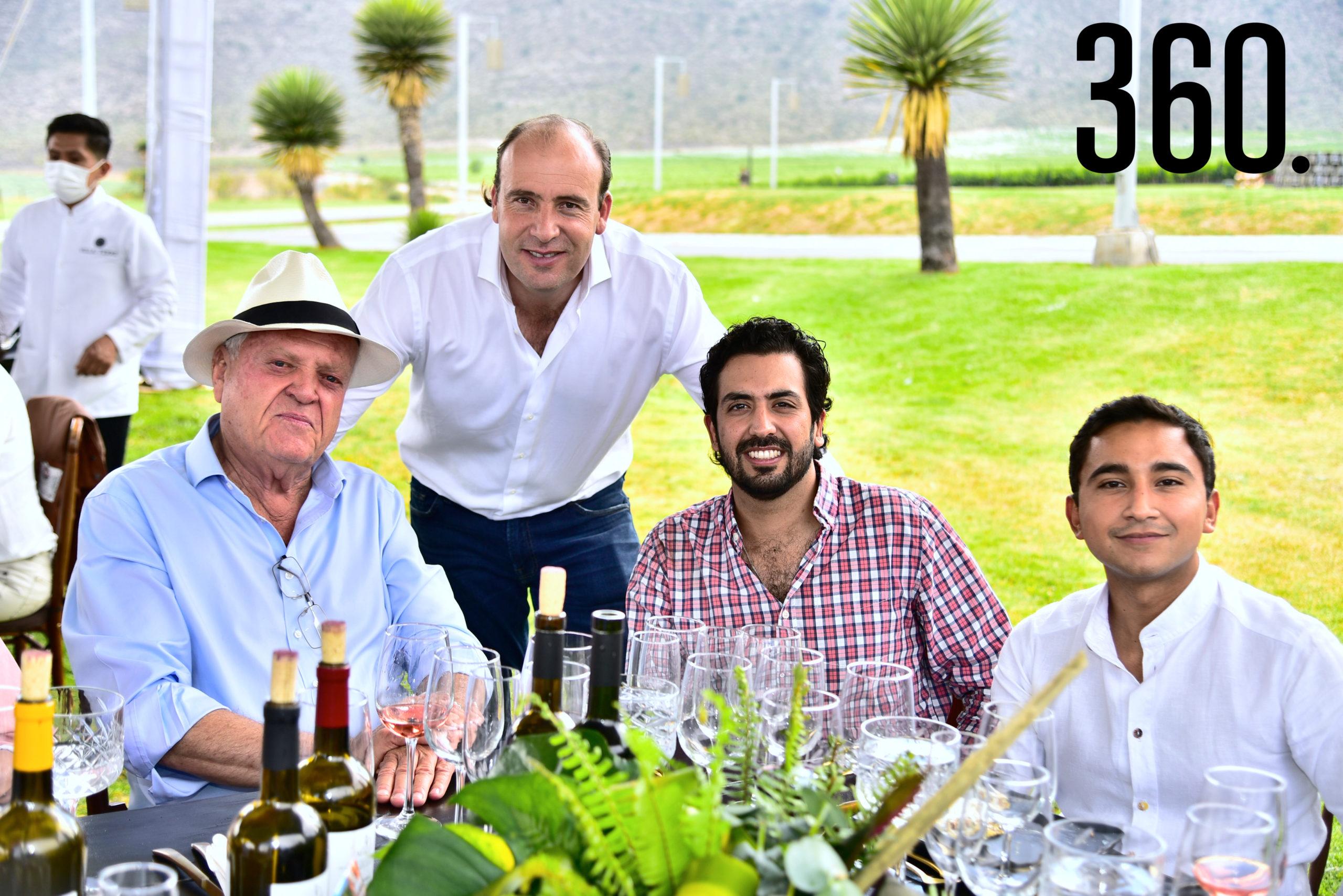 Arturo Mendel, David Mendel, Héctor Gutiérrez e Ignacio de la Cruz.