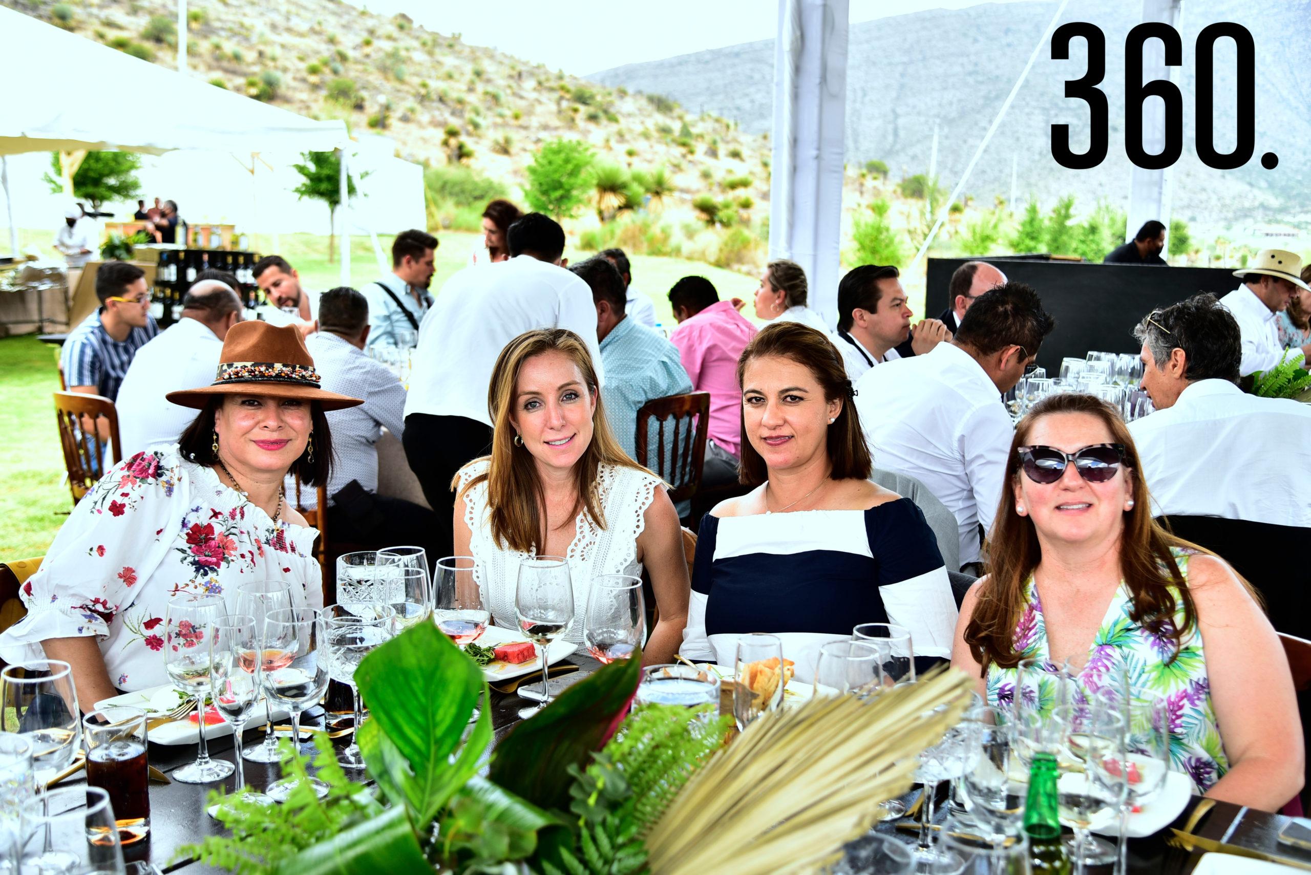Claudia Rueda, Lindsay Dewey de Mendel, Martha Alvares y María Abedrop.
