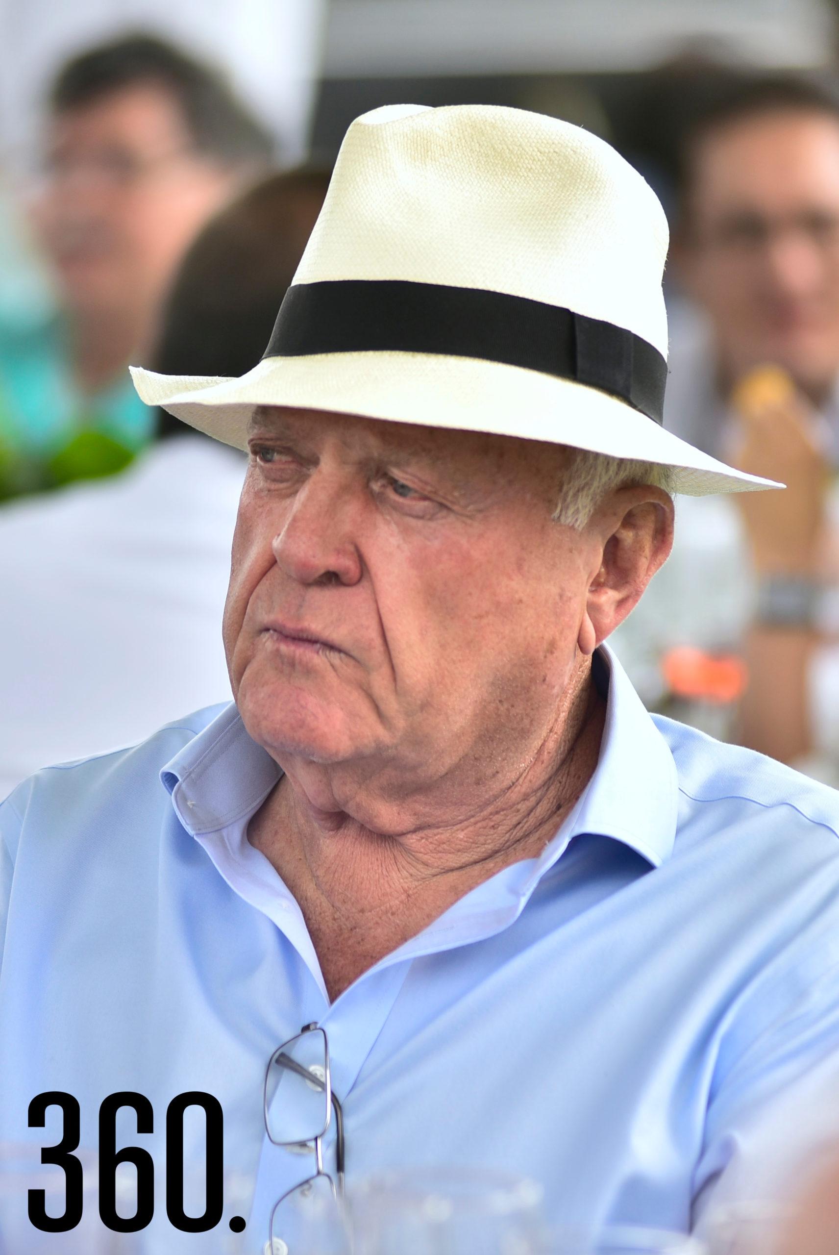 Don Arturo Mendel.
