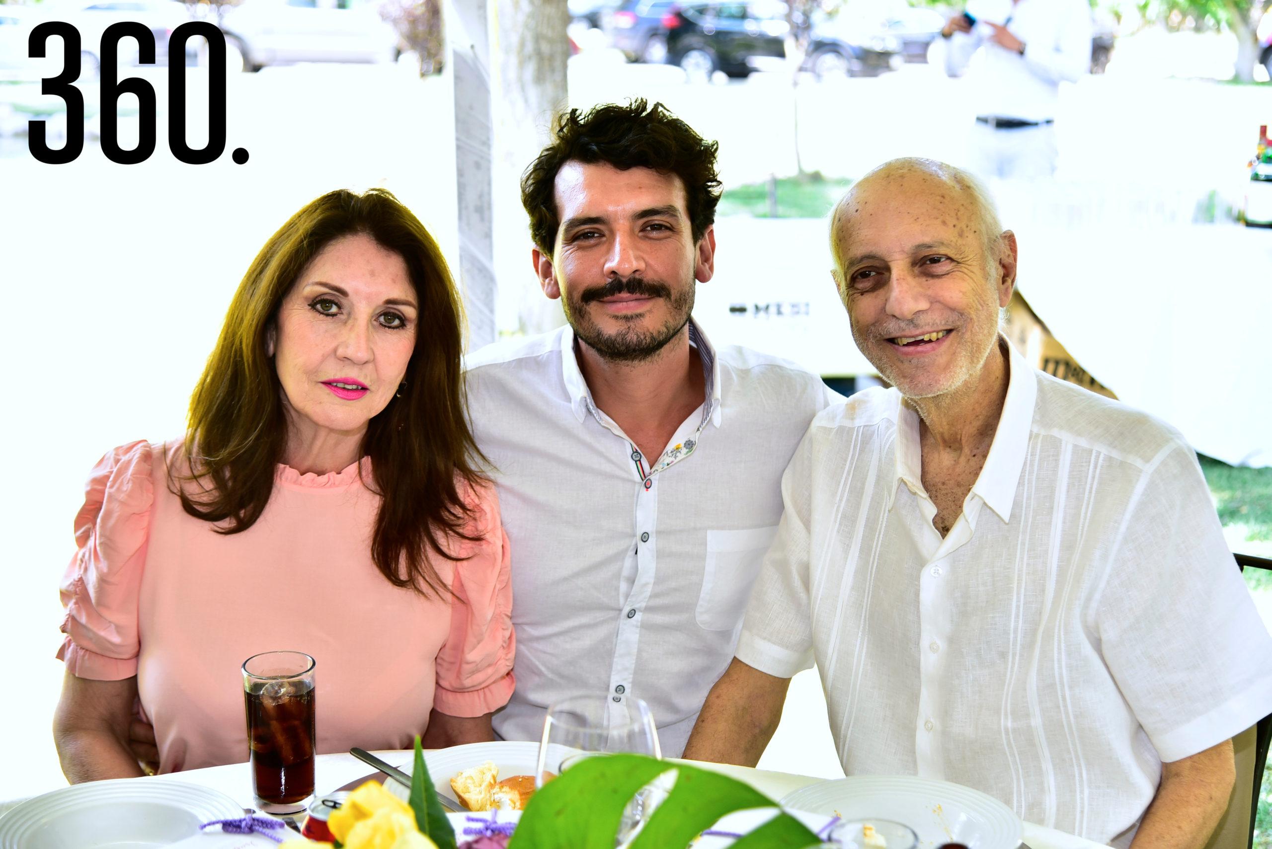 Alma Gandarilla, Miguel Gold y Miguel Gold.