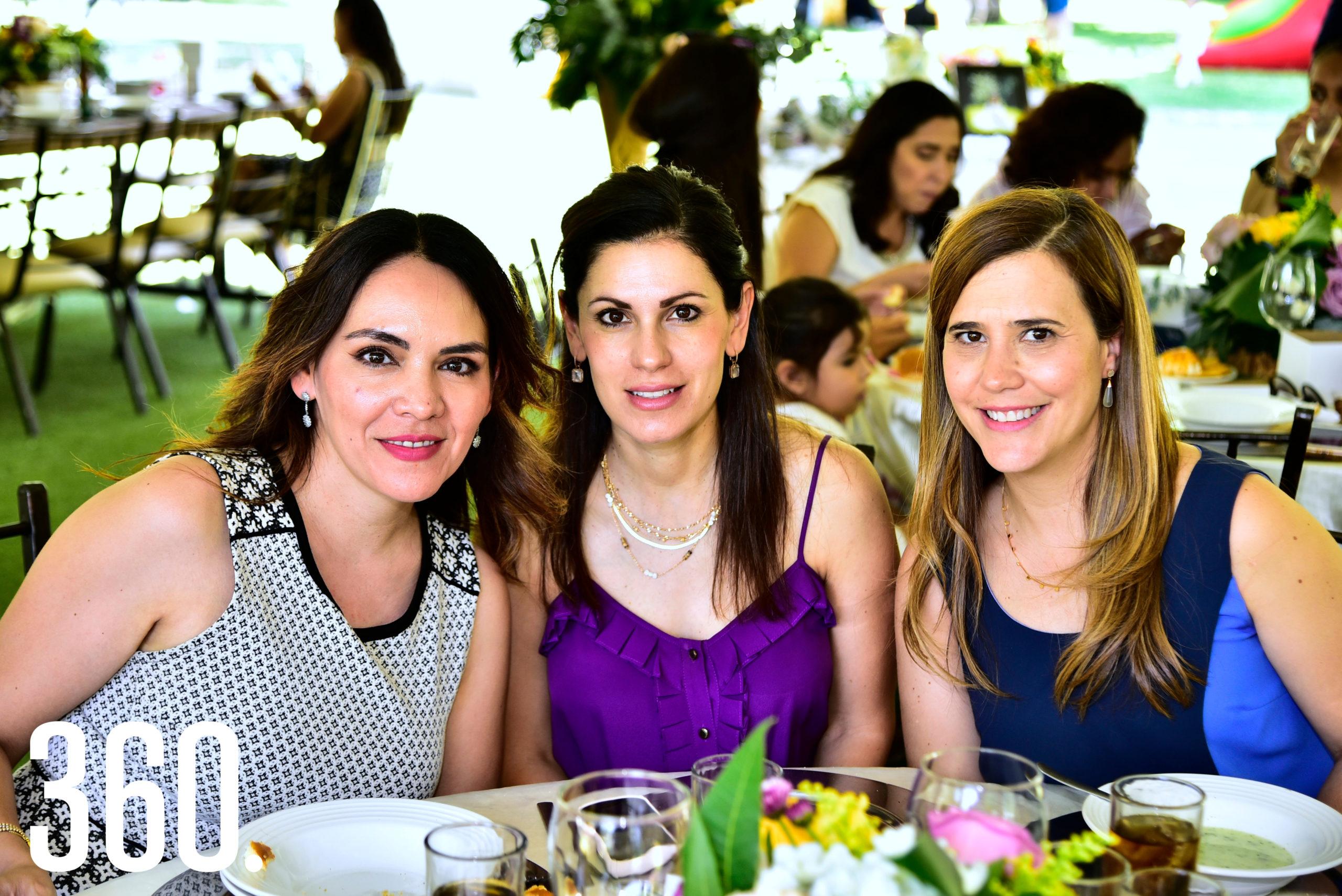 Ananda Anzaldua, Laura Calva y Nanis Álvarez.