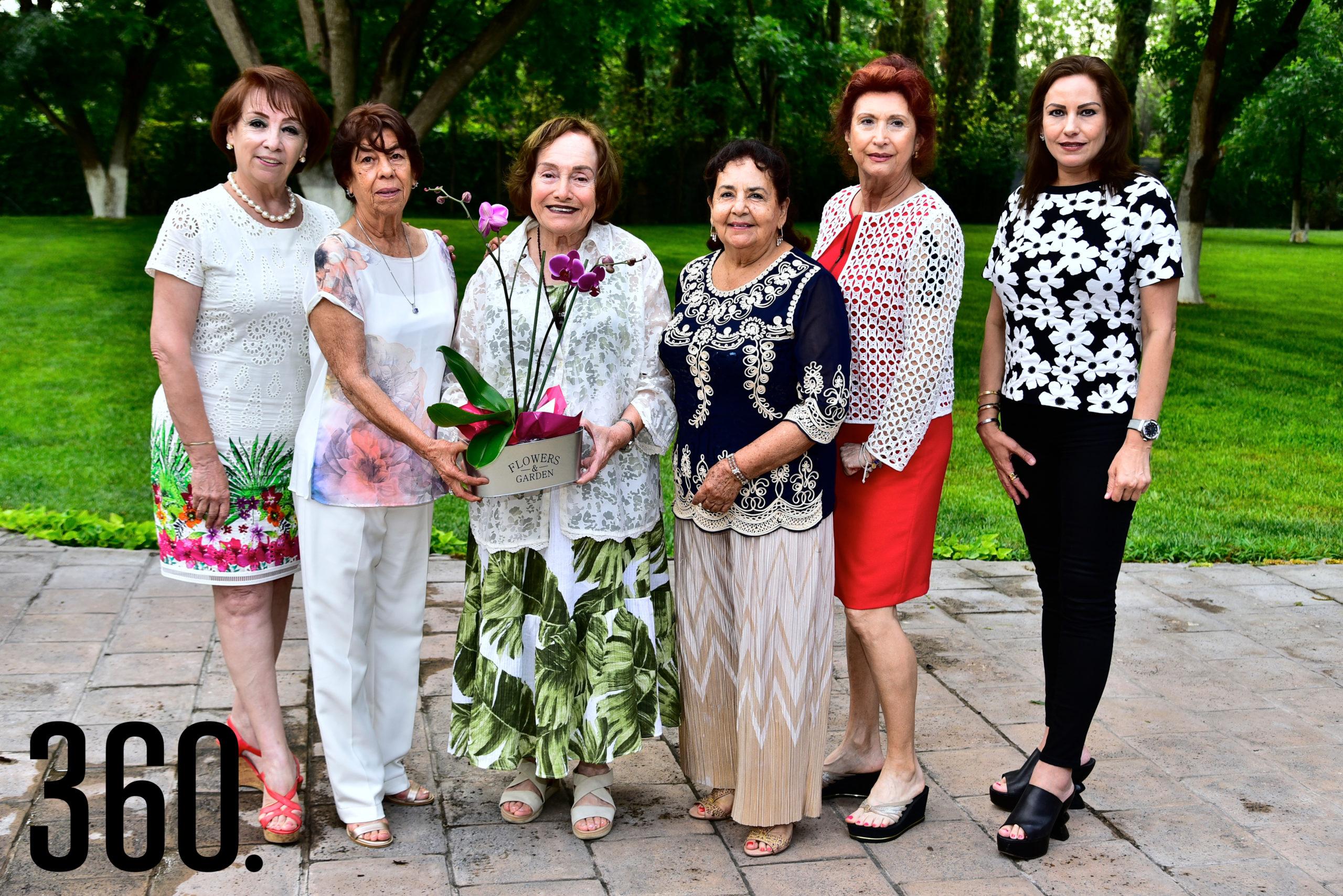 Conchis Arrambide de Castro, Lupita de Cardona, Felisa Fausti de Guerra, Silvia Oropeza, Rosy Santoscoy y Katia Talamás.