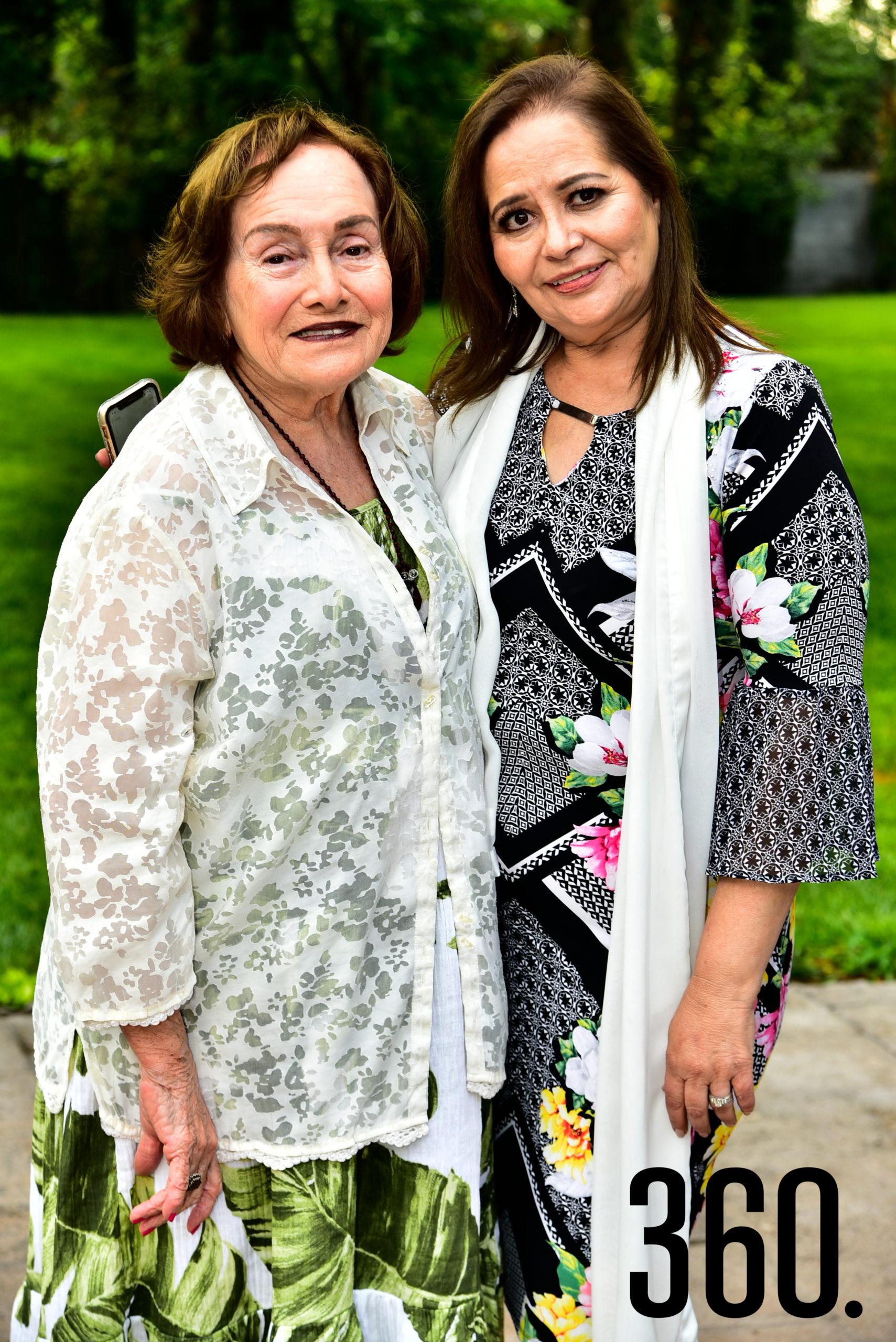 Felisa Fausti de Guerra junto a la actual presidenta, Lili Melo de De las Fuentes.