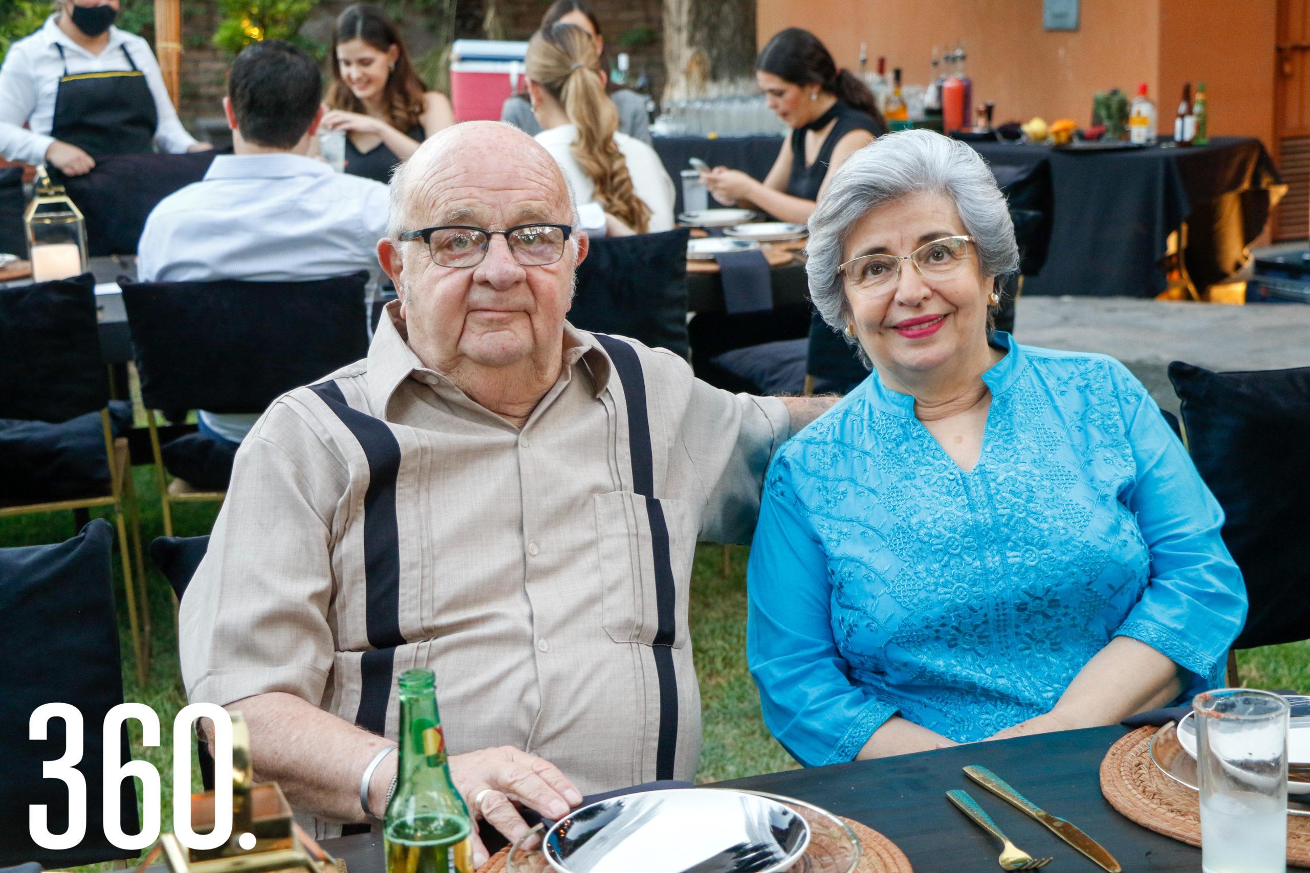 Carlos Samperio y Deyanira Flores.