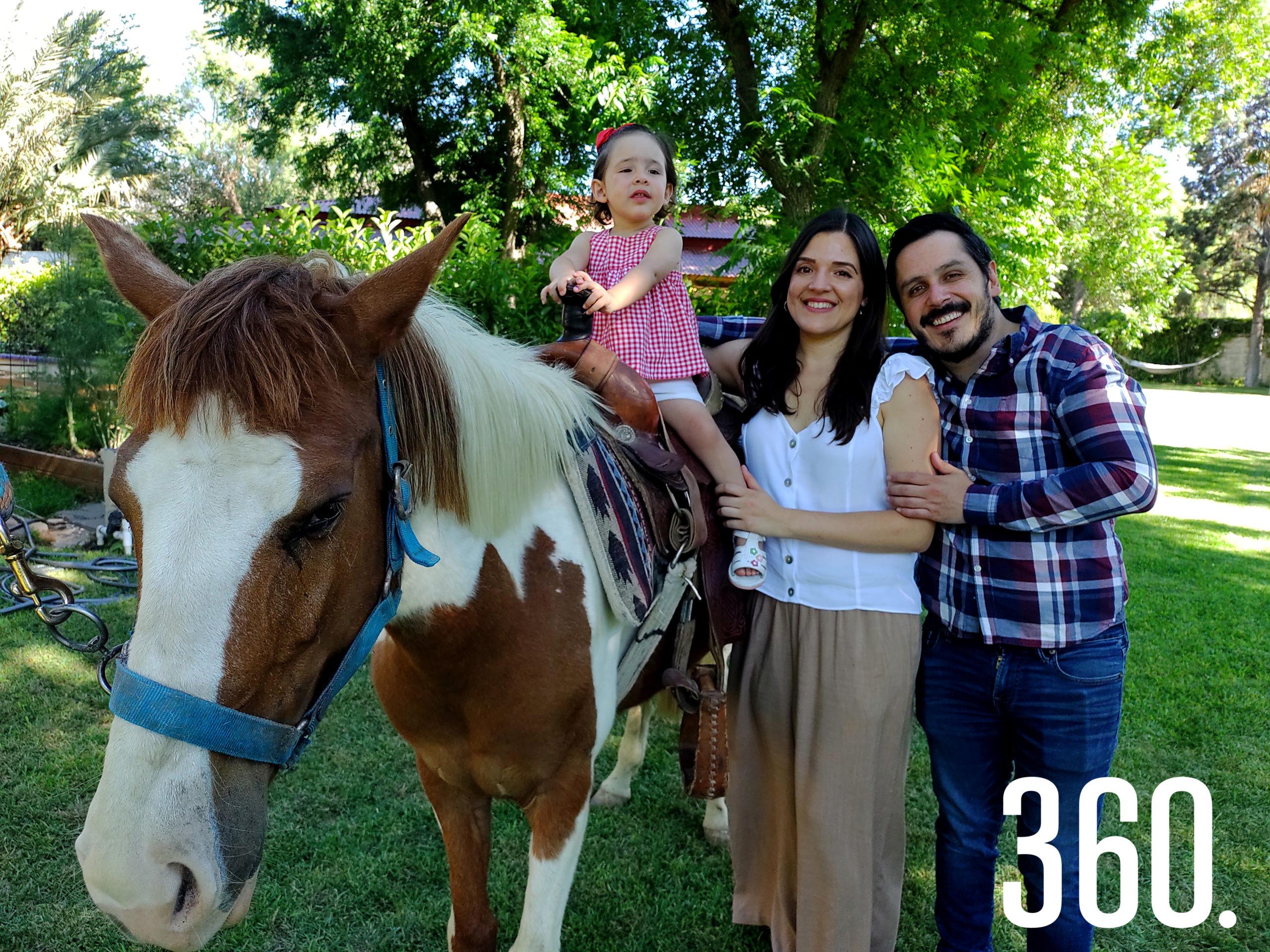 Matute Colmenero y Ana Guajardo de Valle organizaron el festejo para su hija Regina.