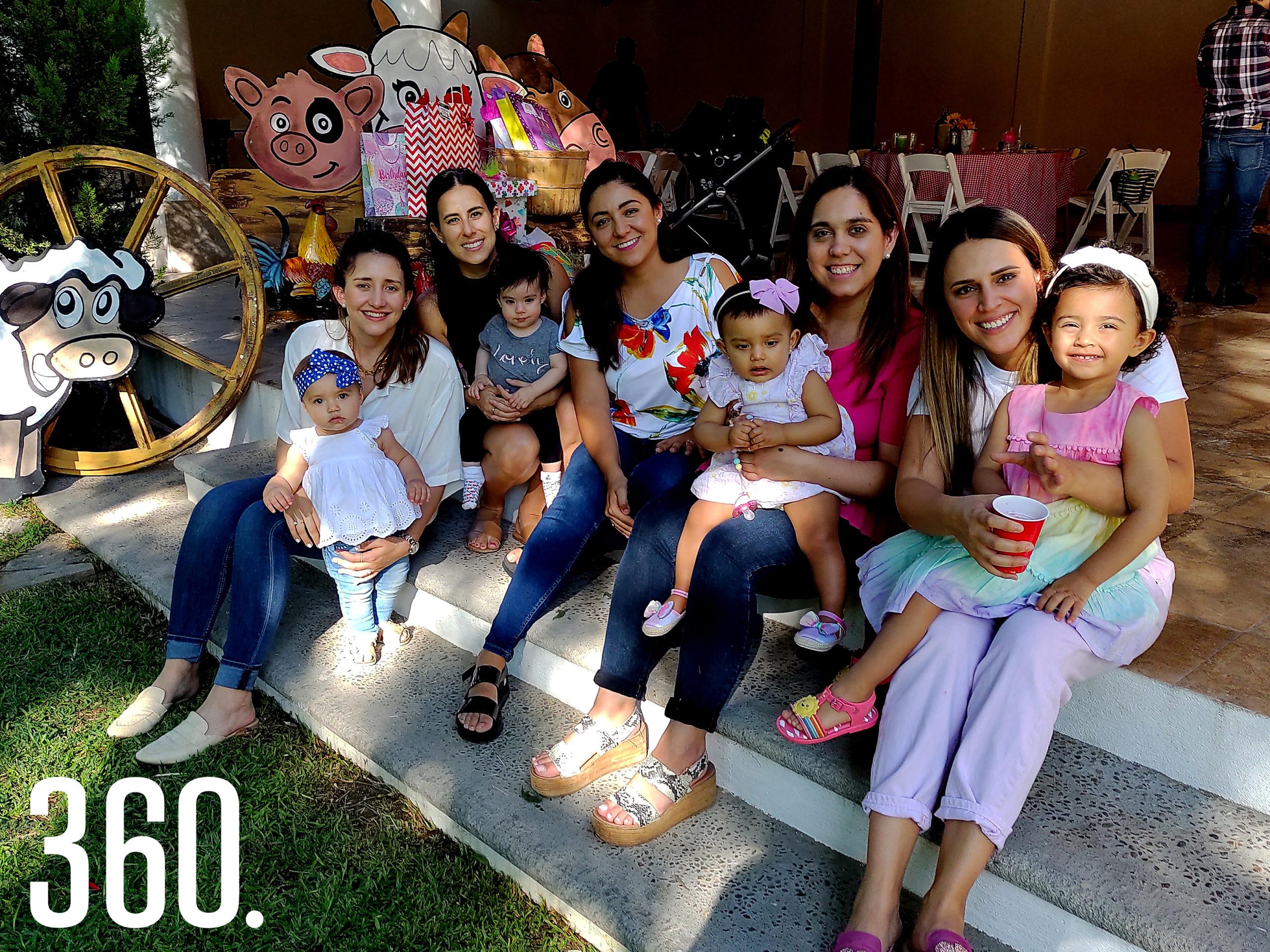 Lorena Elizondo, Loretta López, Andrea Jiménez, Elena Alanís, Diana Ramírez, Mariana de las Fuentes, Romina Pérez, Cristina Dávila y Cristy Pérez.