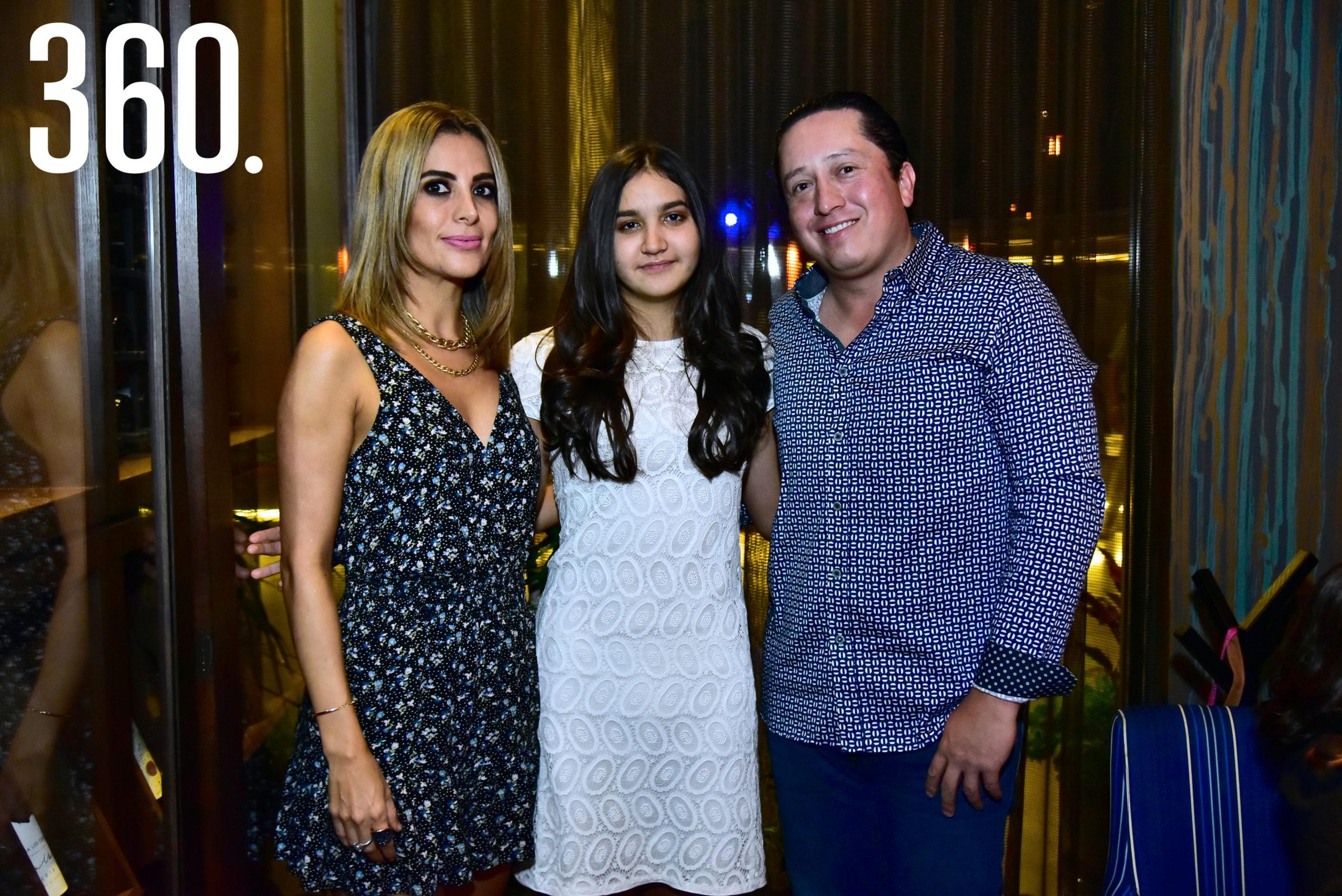 Gaby Sánchez, Bárbara Bichara Sánchez y Emilio Bichara.