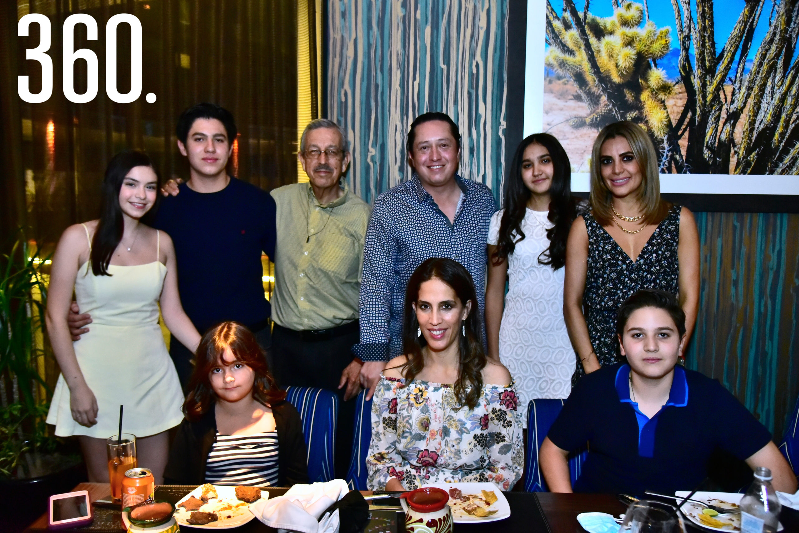 Bárbara Bichara Sánchez acompañada por su familia.