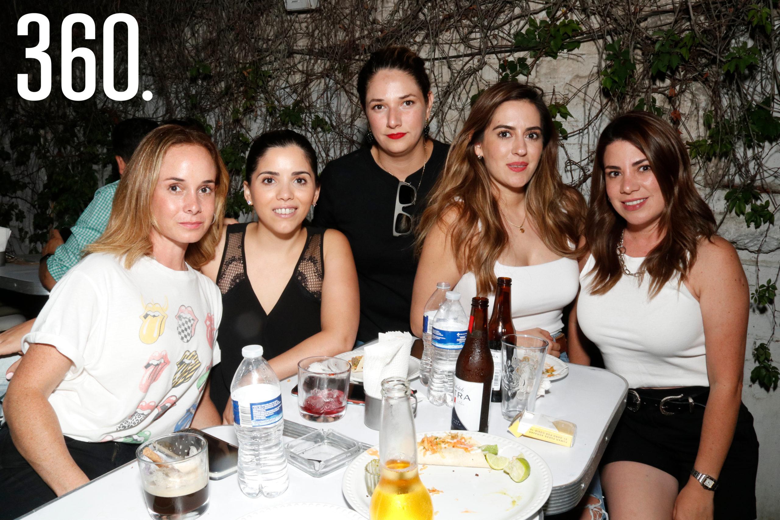 Denisse Obando, Lucía Treviño, Ilse Guerra, Susy Cadena y Aída Cárdenas.