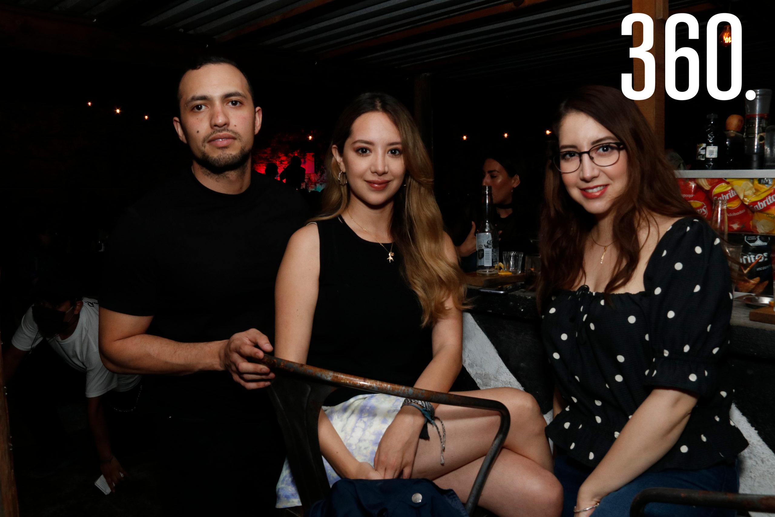 Jonathan Olive, Andrea Ochoa y Bárbara Canales.
