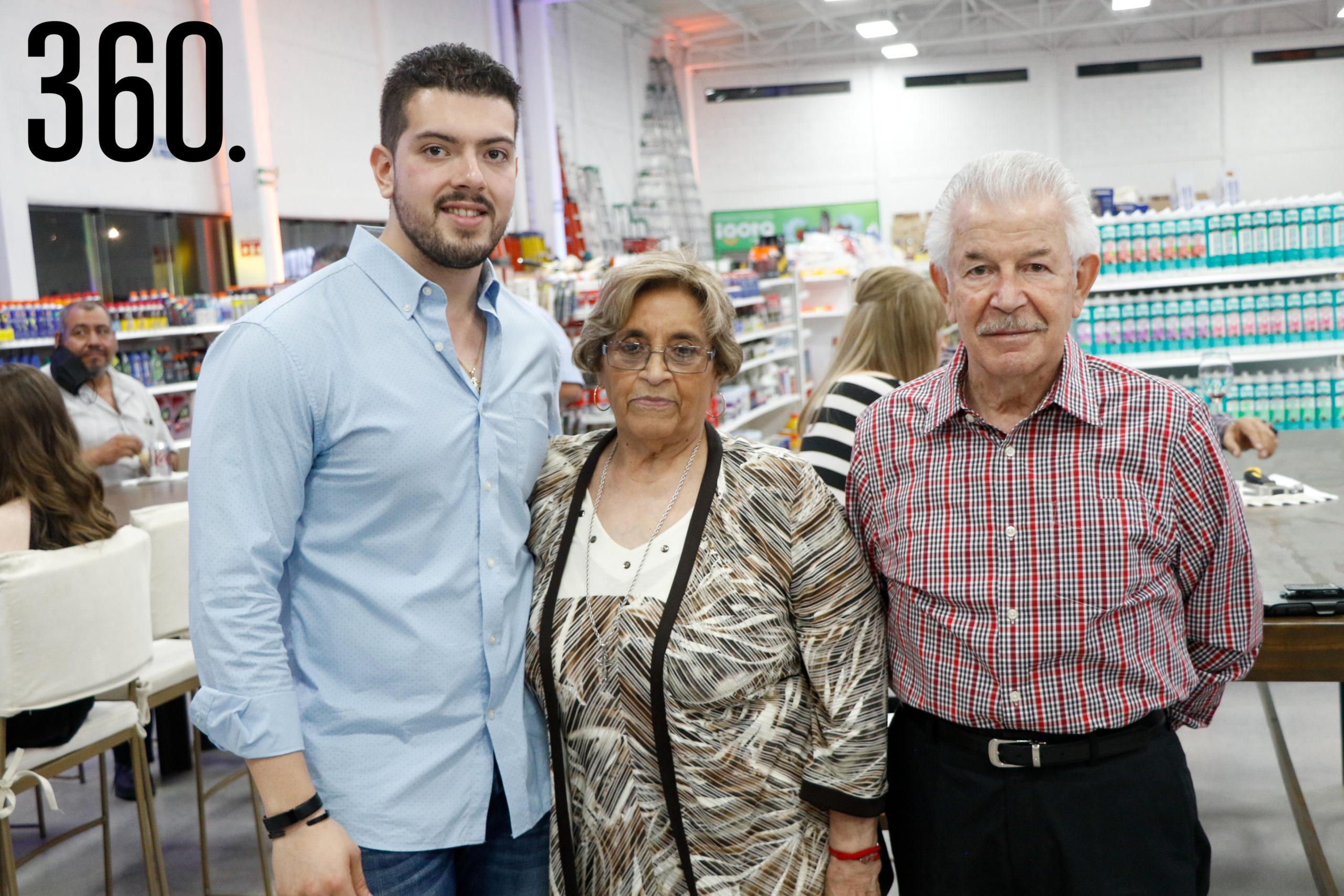 Alejandro Güitron, María del Pilar Rodríguez y Raúl Armando Güitron.