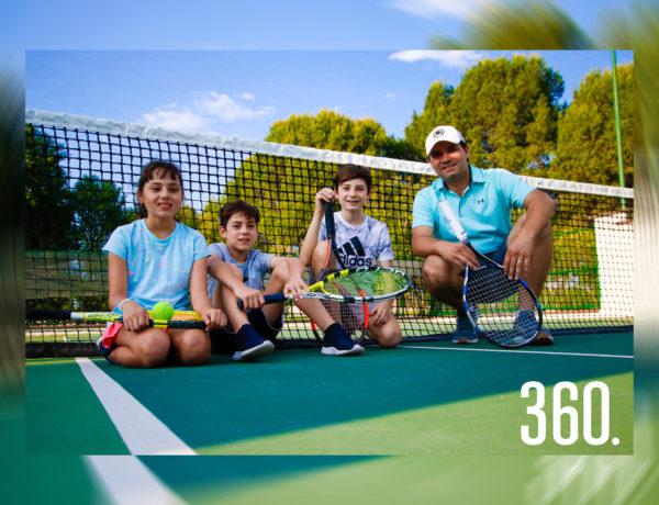 Chuy de las Fuentes con sus hijos Rebeca, Alejandro y Jesús Alberto.