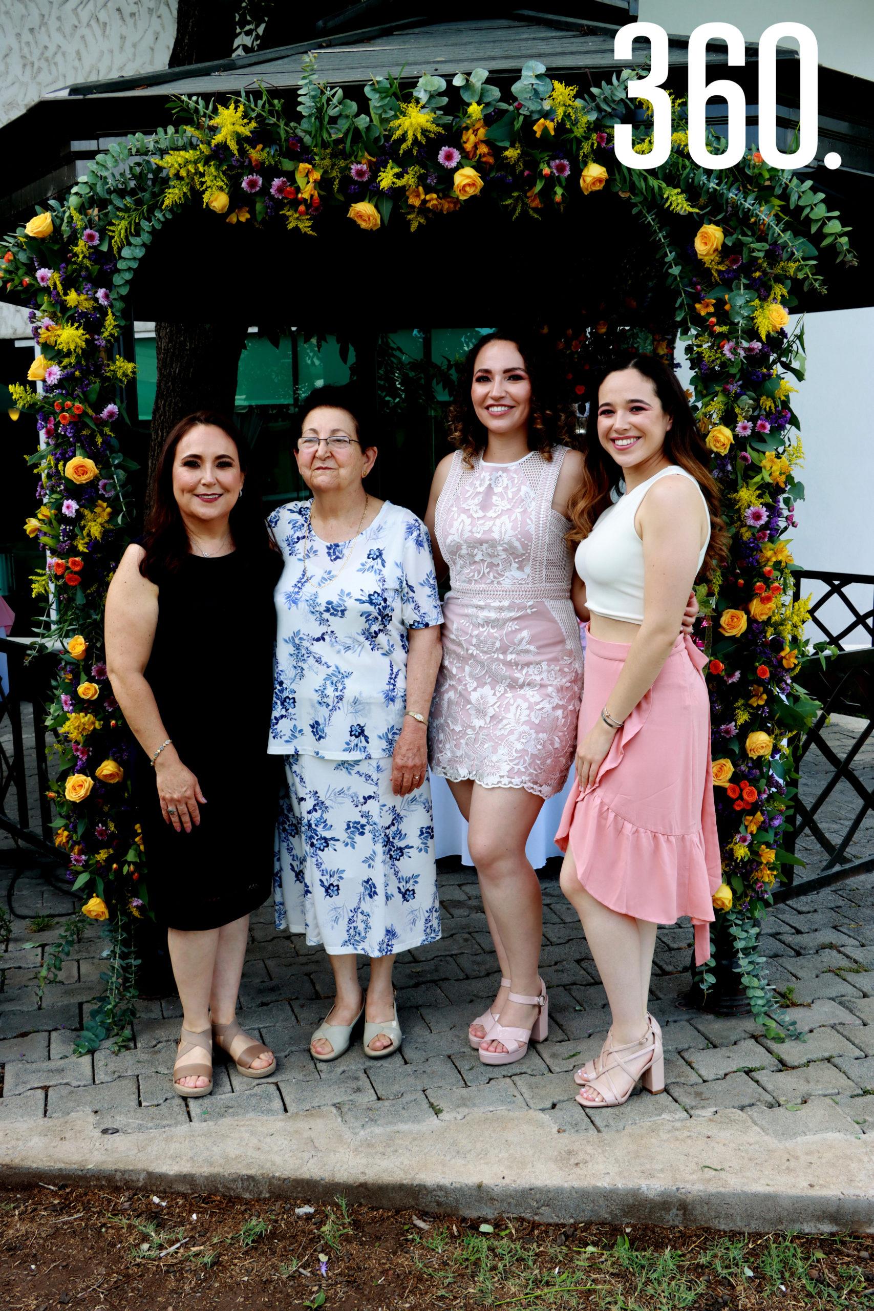 María Luisa Ramos, María Luisa Abugarade, Ana Cecilia y Sofía Romero.