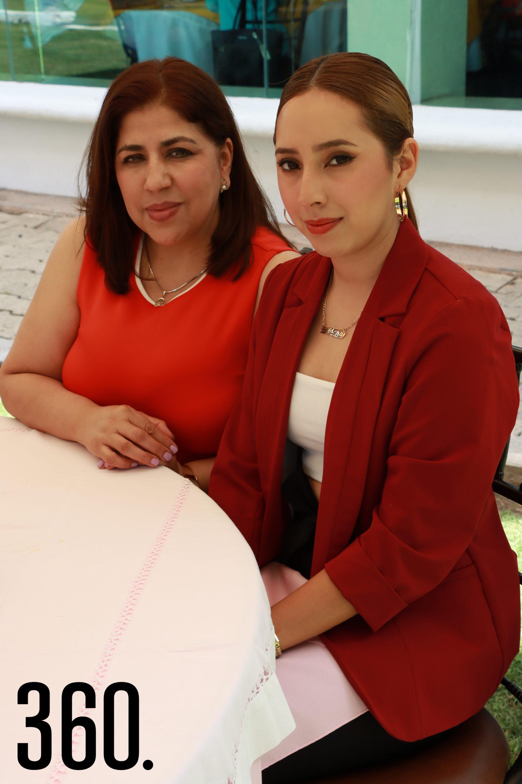 Erika Leija y Natalia Saldaña.