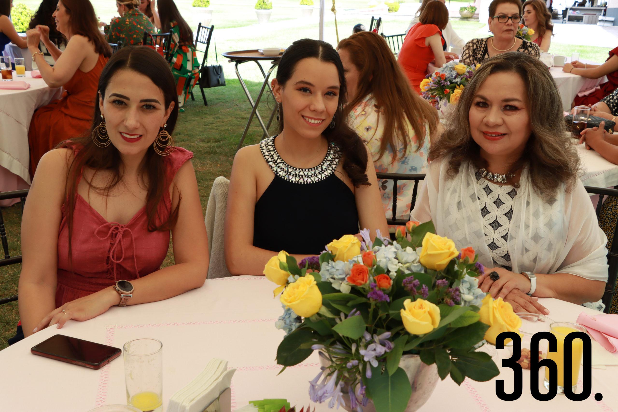 Ruth Carrizales, Sofía Leiba y Ana Luisa Ramírez.