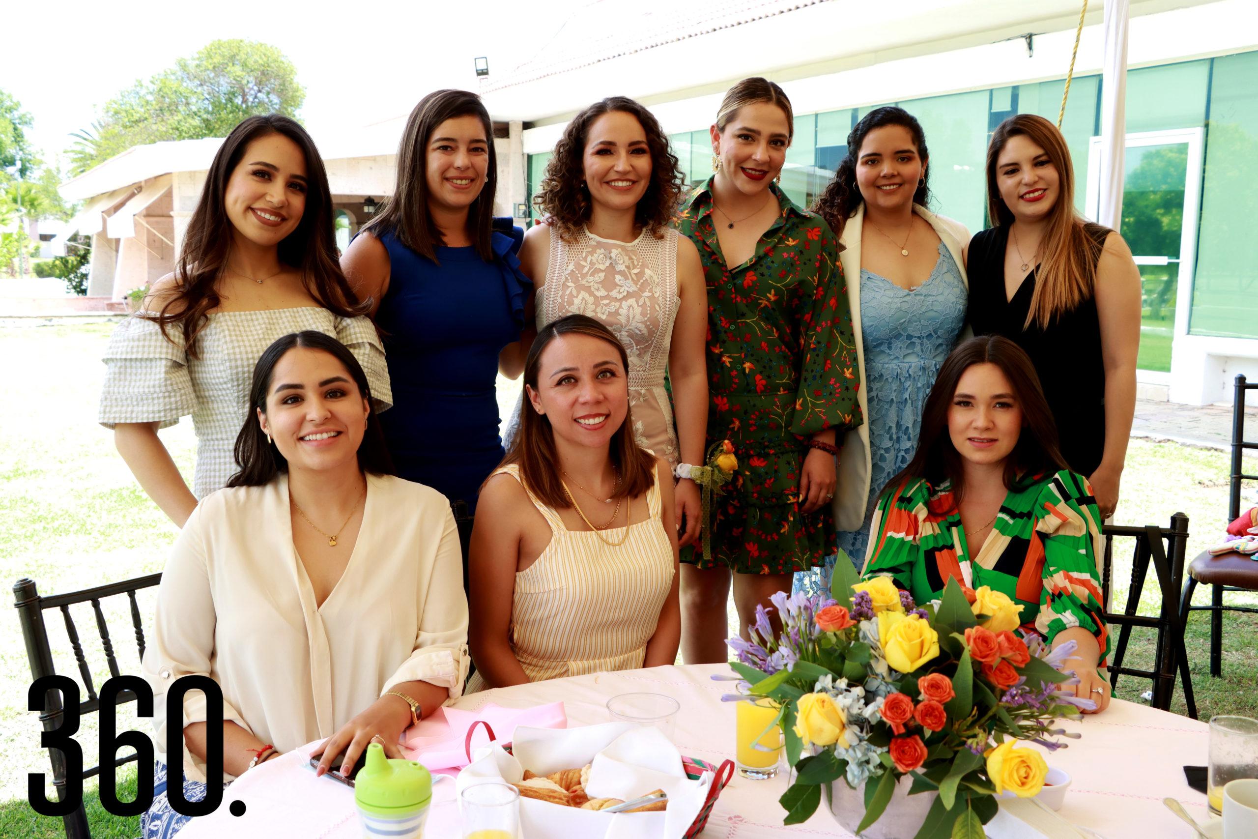 Ana Cecilia convivió con sus amigas durante su despedida.