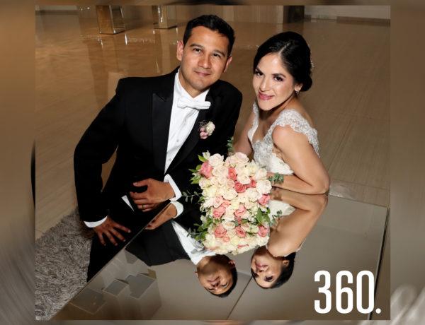 """Claudia Elena Espinosa y Víctor Alejandro de León Saucedo unieron sus vidas en matrimonio, en el salón """"G & G""""."""