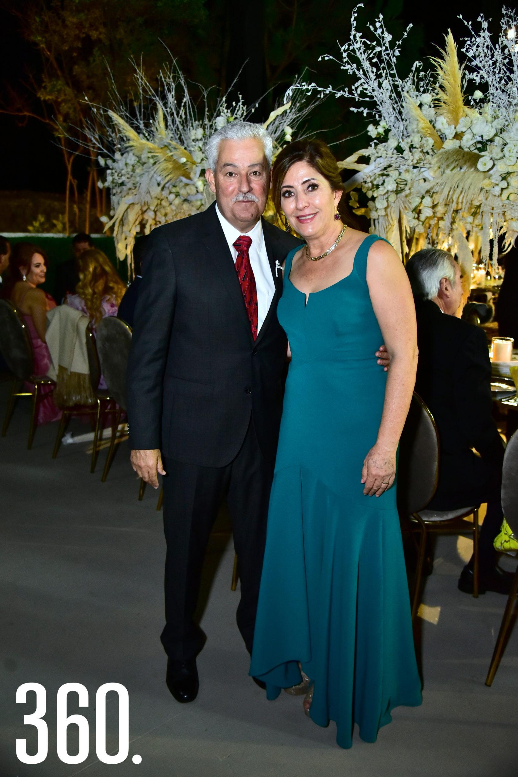 Julián Dávila y Maruca Villarreal de Dávila.