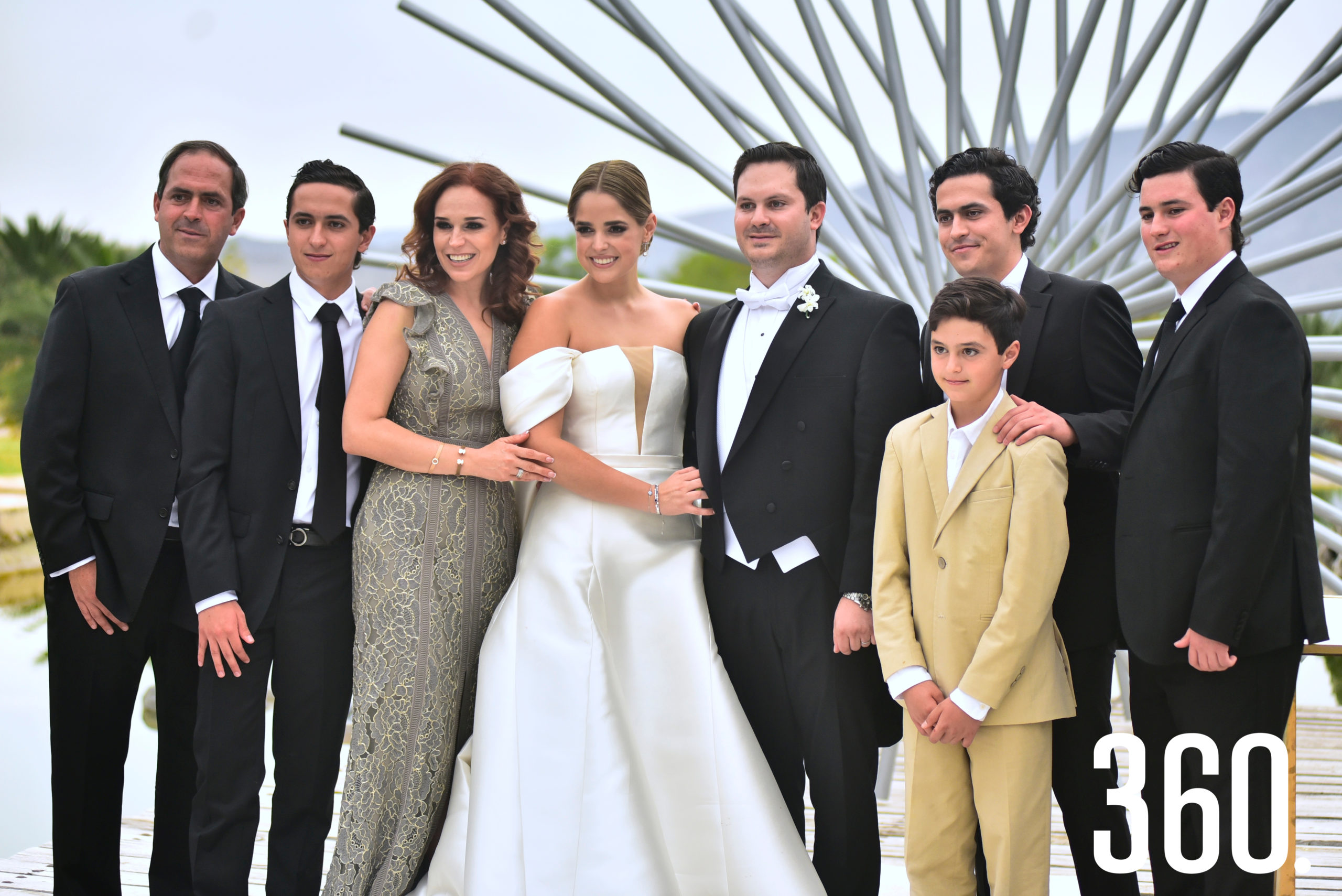 Daniela y Rosendo con la familia Villarreal Valdés.