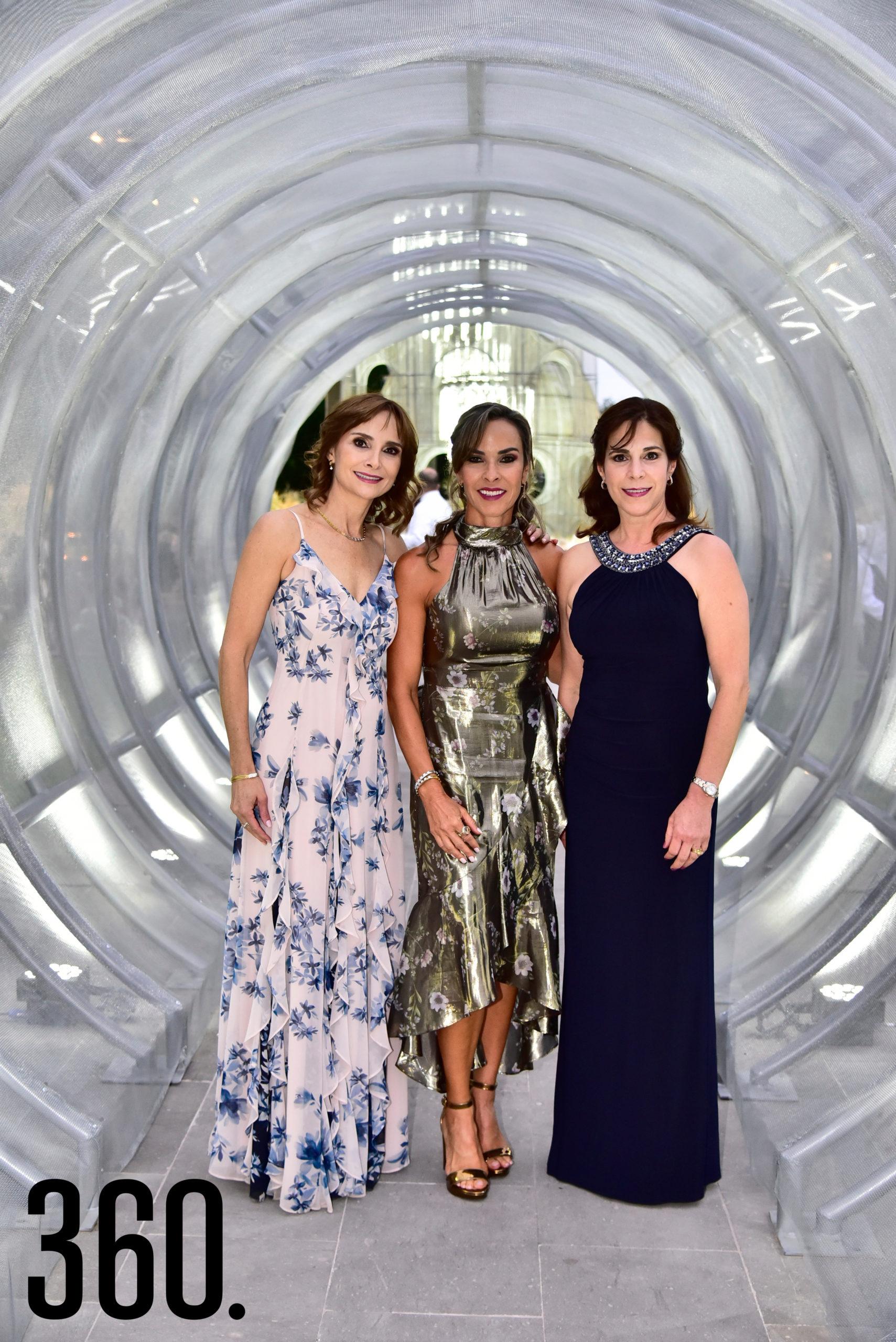 Hortensia Lomelí, Melissa Moeller de López y Leticia Ochoa.