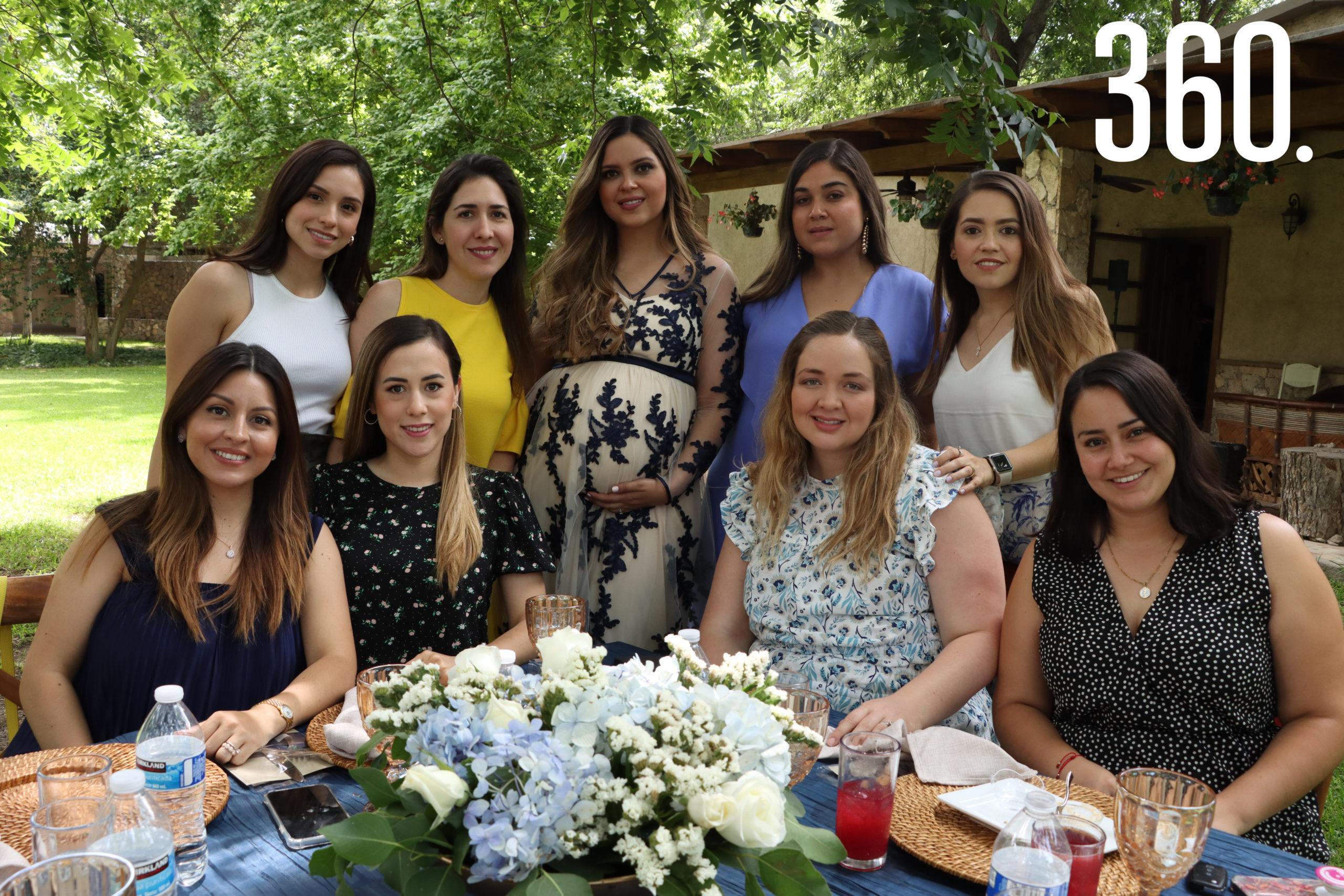 Fer Villarreal, Sofía Ancona, Gabriela de Peart, Ana Emilia Iga, Sofía García, Fernanda Villalobos, María Inés Chavira, Karla Verduzco y Paulina Rangel.