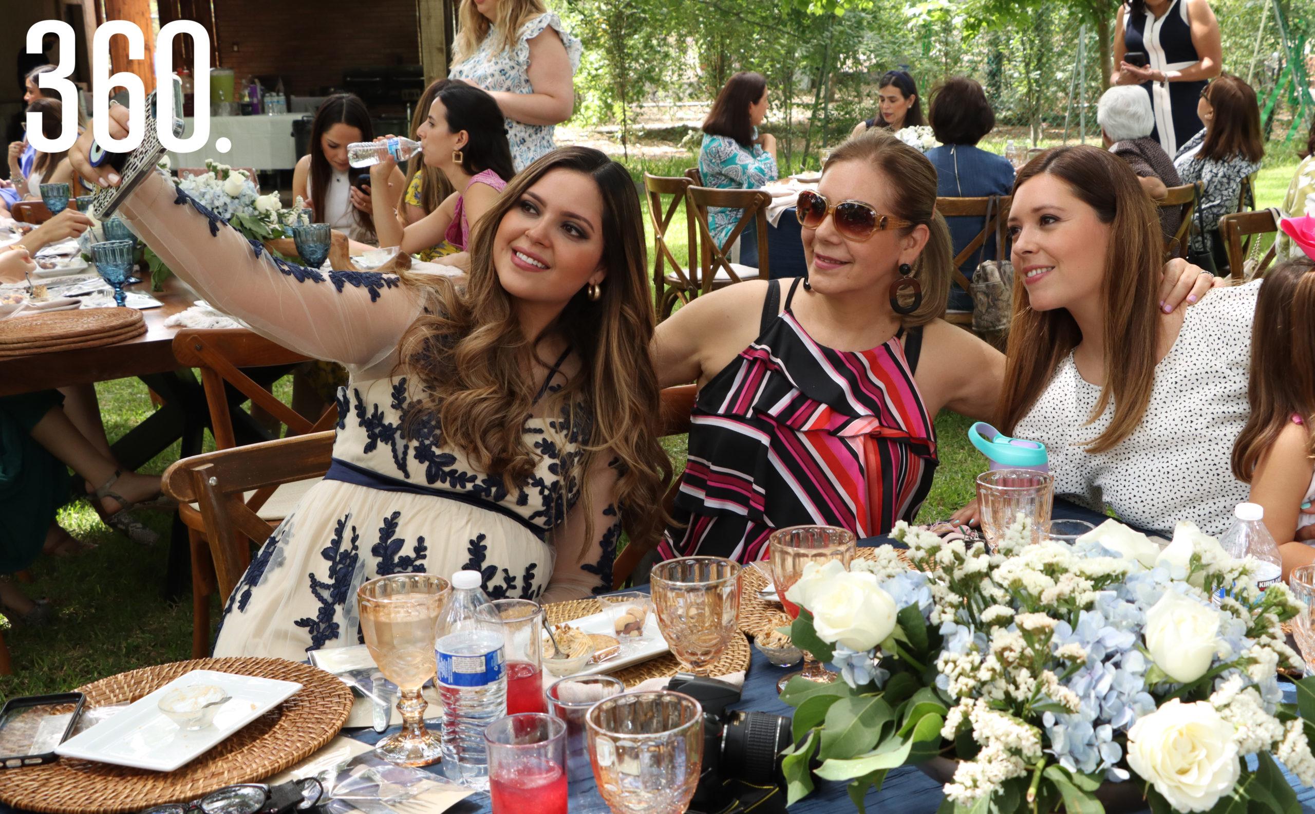 Gaby Gómez, Micaela de Rodríguez y Vanessa Gómez.