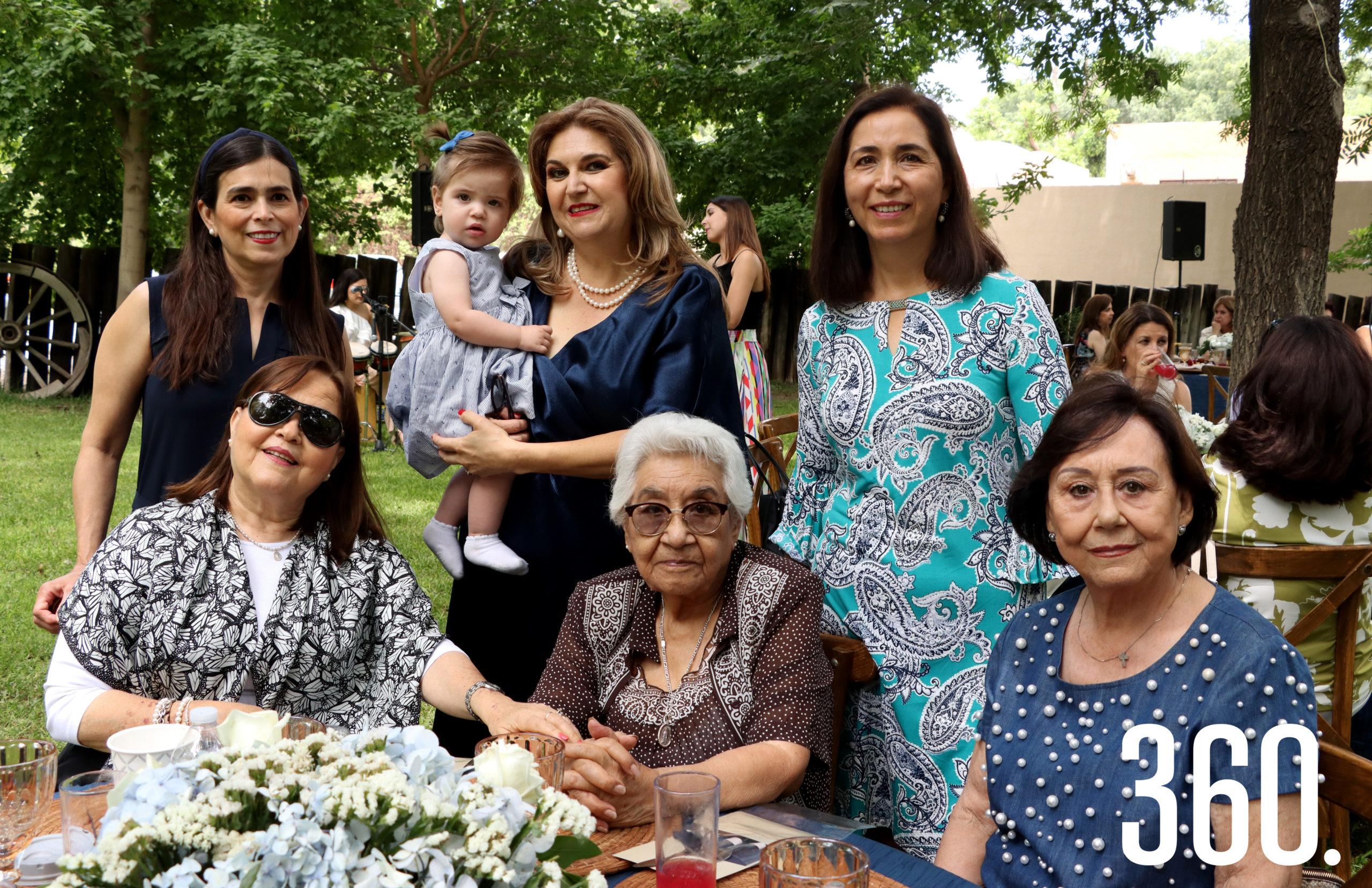 Yolanda Lozano, Ana María Rendón, Cuquis Figueroa, Olga Treviño, Martha Zapata, Armandina Morales y Ale Peart.
