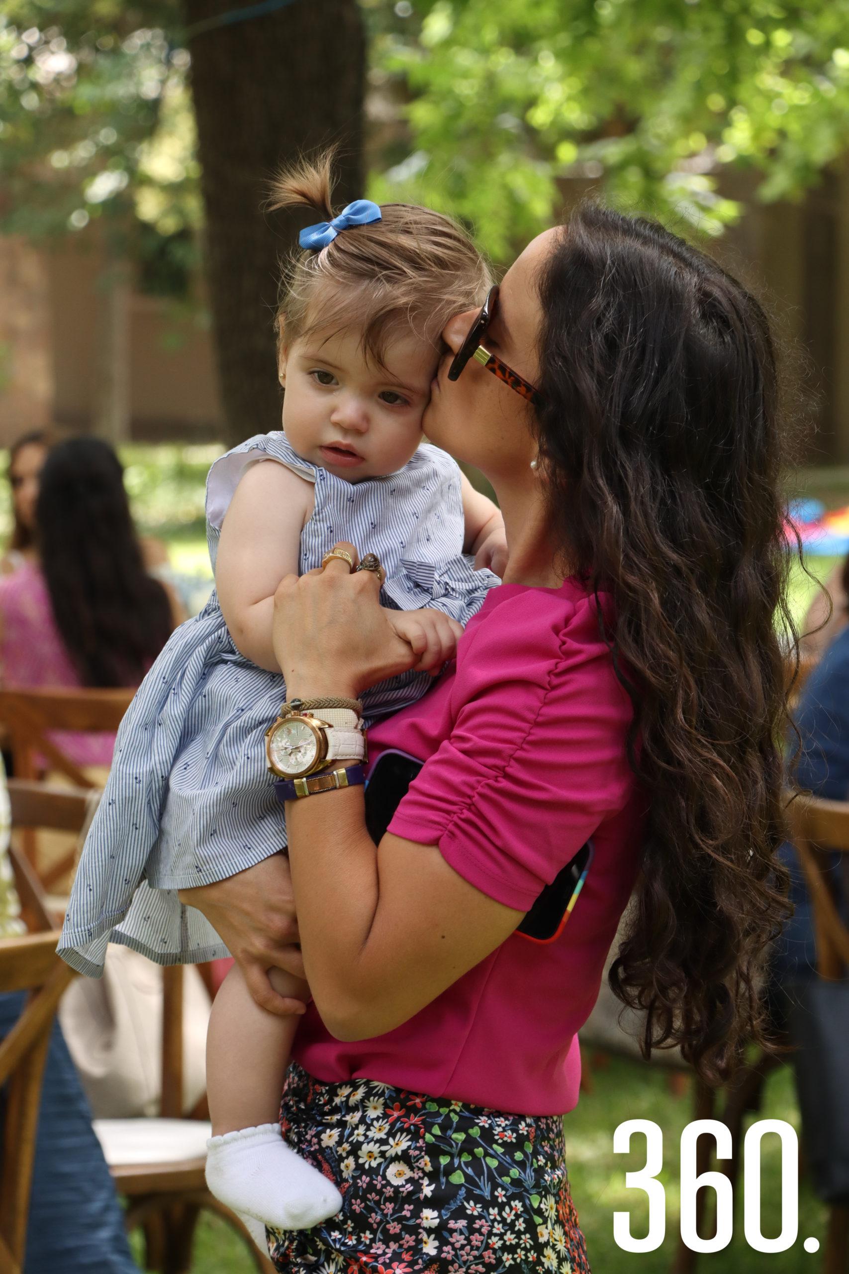 Ana María Rendón con su tía Olga Rendón.
