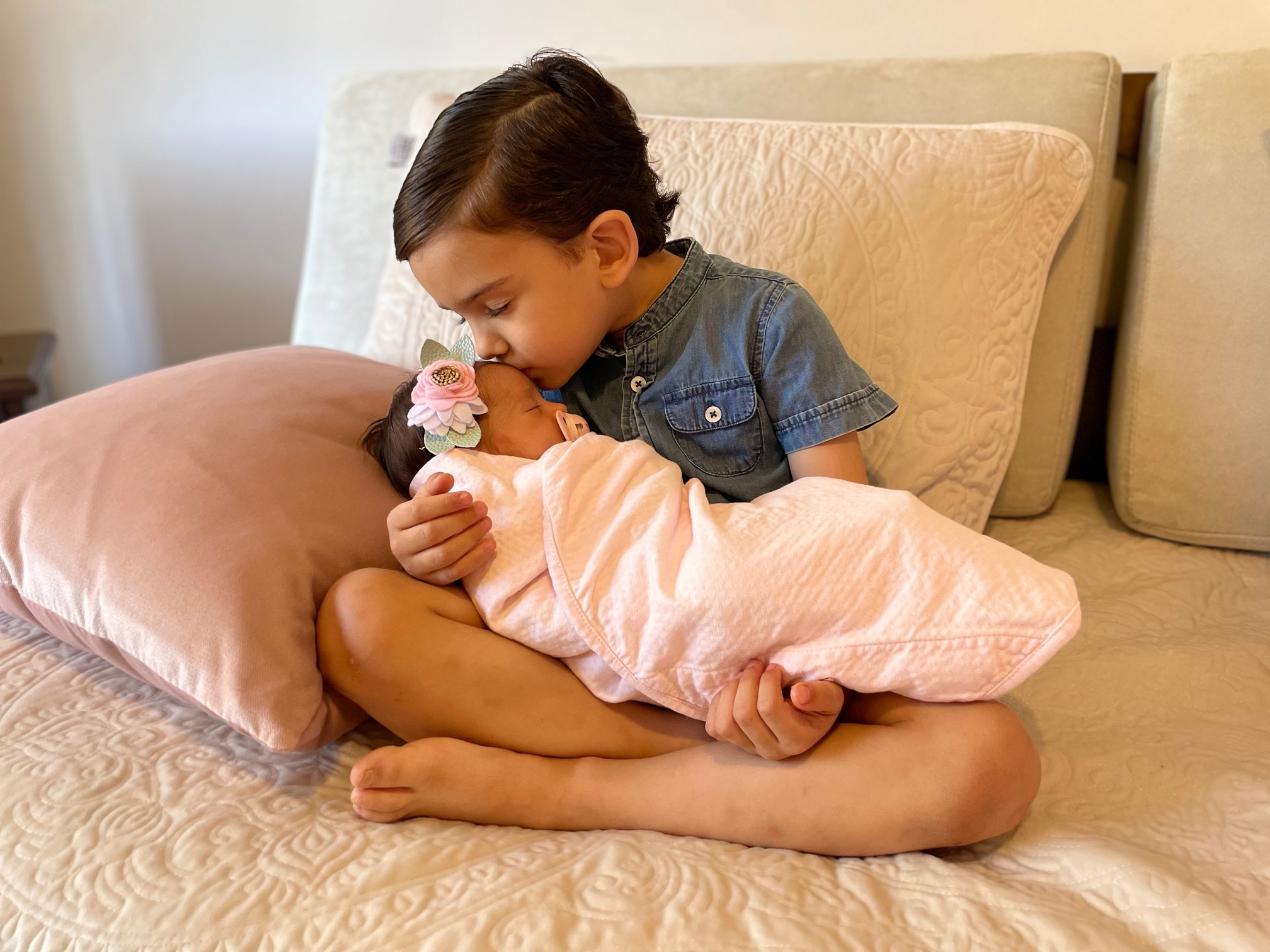 Gerardo con la pequeña Ana Catalina.