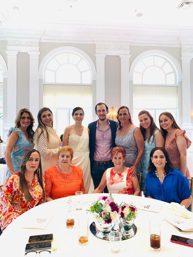 Olga Portillo, Karina Bernal, la festejada, José Luis Dávila, Marcela Martínez de Dávila, Marigaby, Valeria y Laura Dávila, Josefina Rodríguez, Ana Rodríguez y Liliana Verástegui.