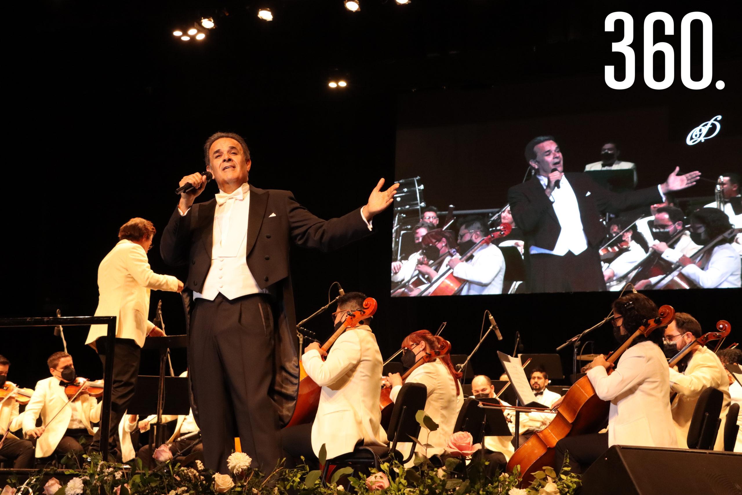 """El tenor Fernando de la Mora ofreció un recital """"Homenaje a Armando Manzanero"""", acompañado por la Orquesta Filarmónica del Desierto, dirigida por Natanael Espinoza."""