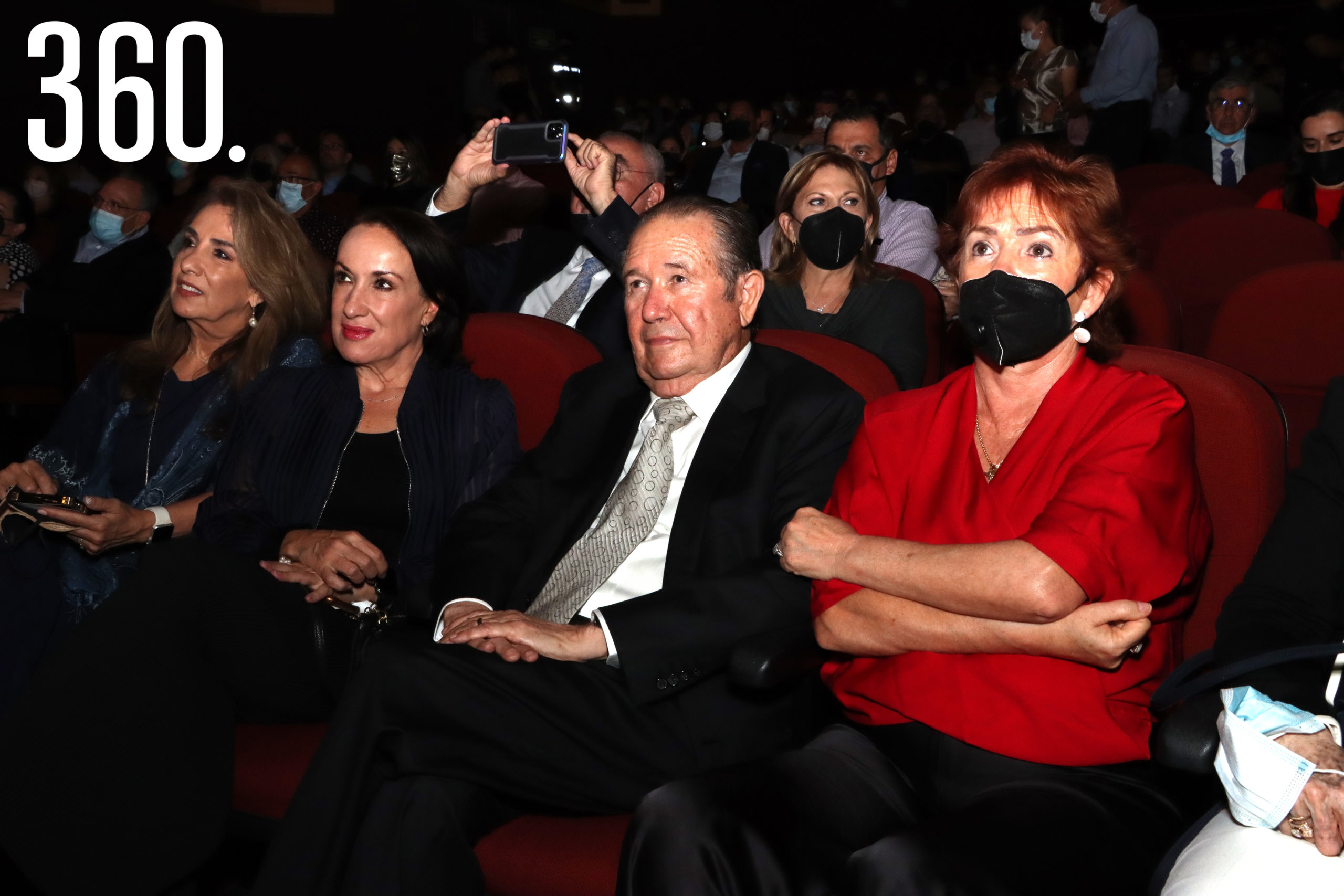 Minis, Anabel y Fernando Cárdenas acompañados por Patricia Villarreal.