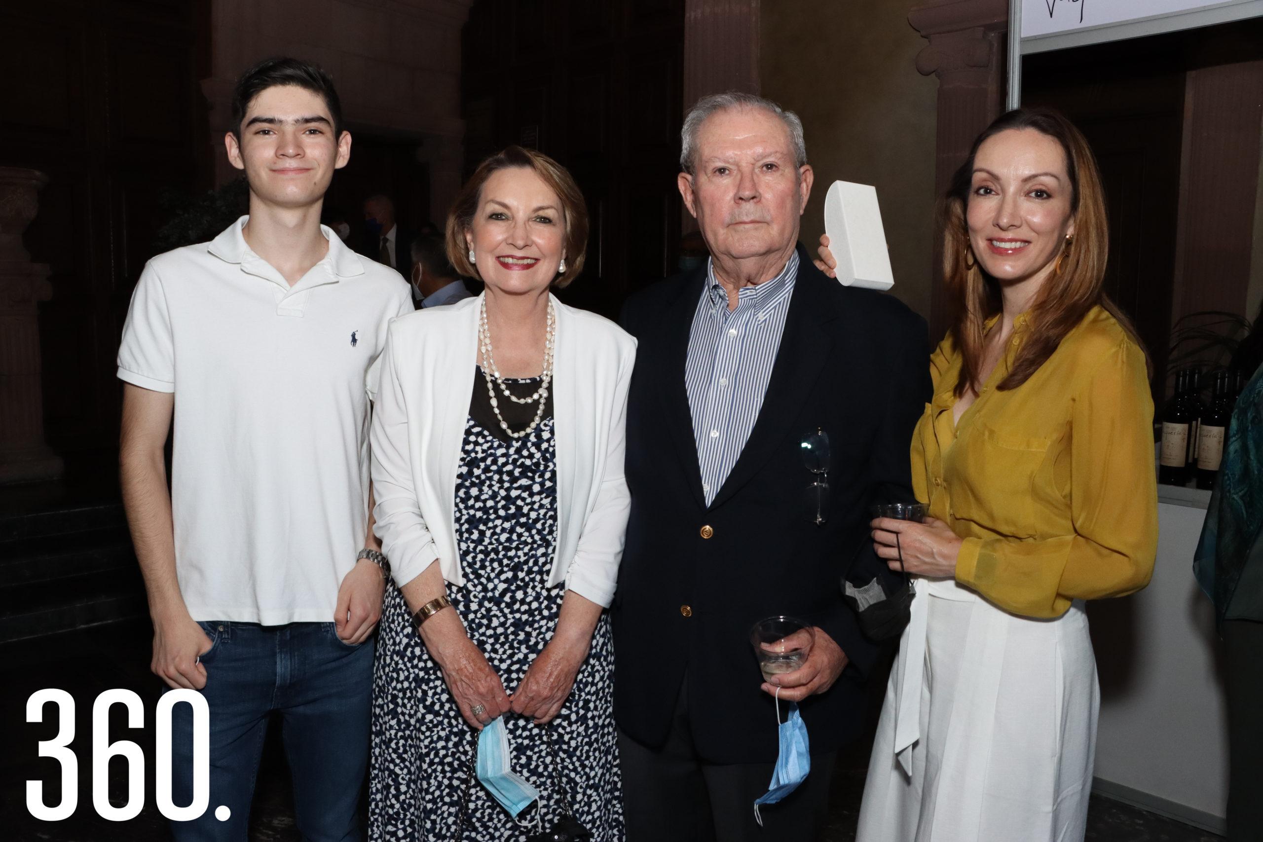 Santiago Clegg, Lety de las Fuentes, Carlos y Leticia Robles.