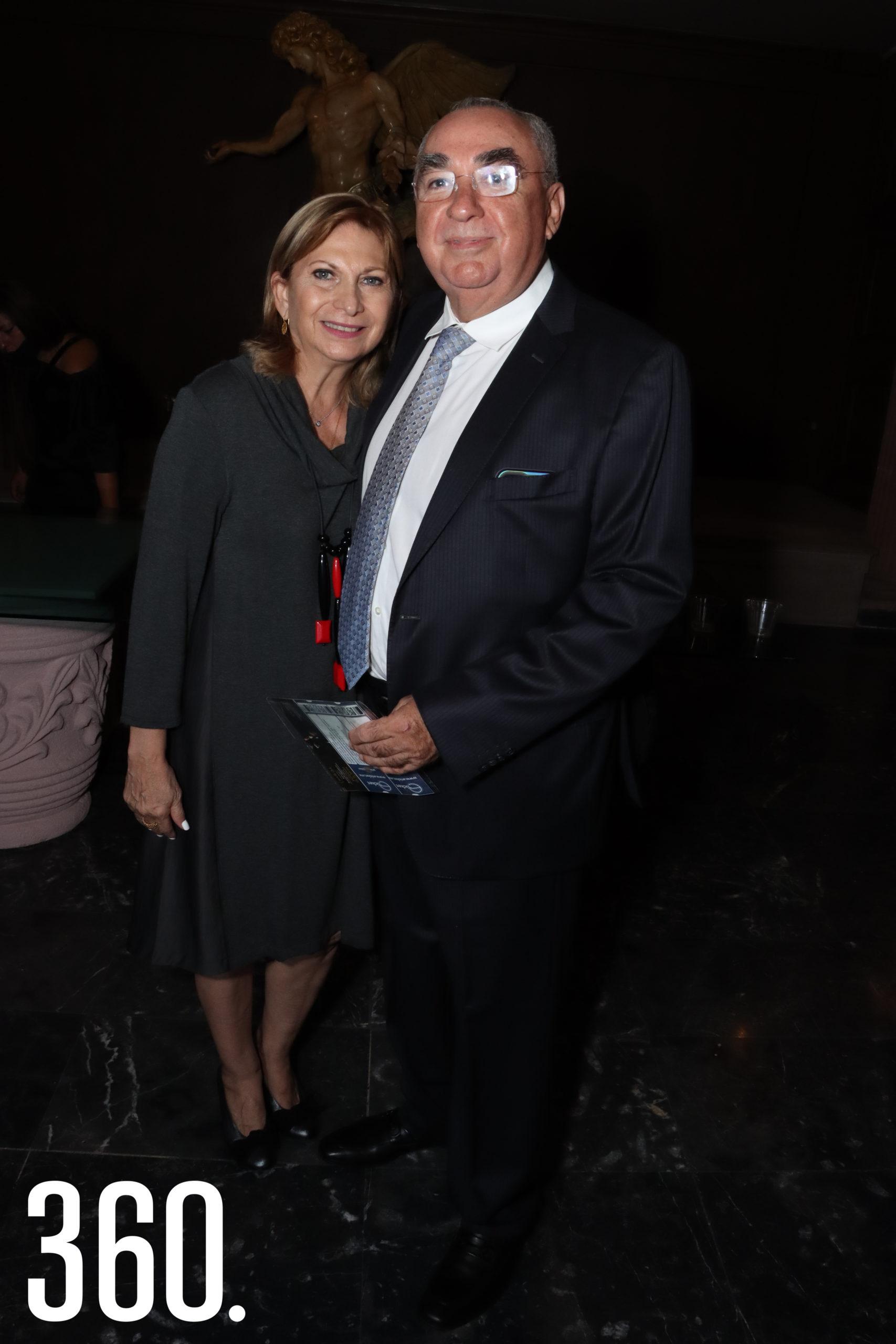Maricela Quintero y Mario Mata Saldaña.
