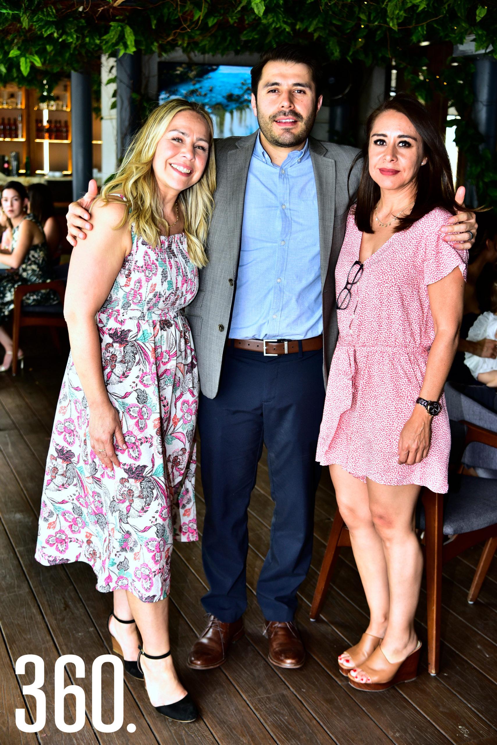 Marisa, Eduardo y Sofía Ortiz de Montellano.