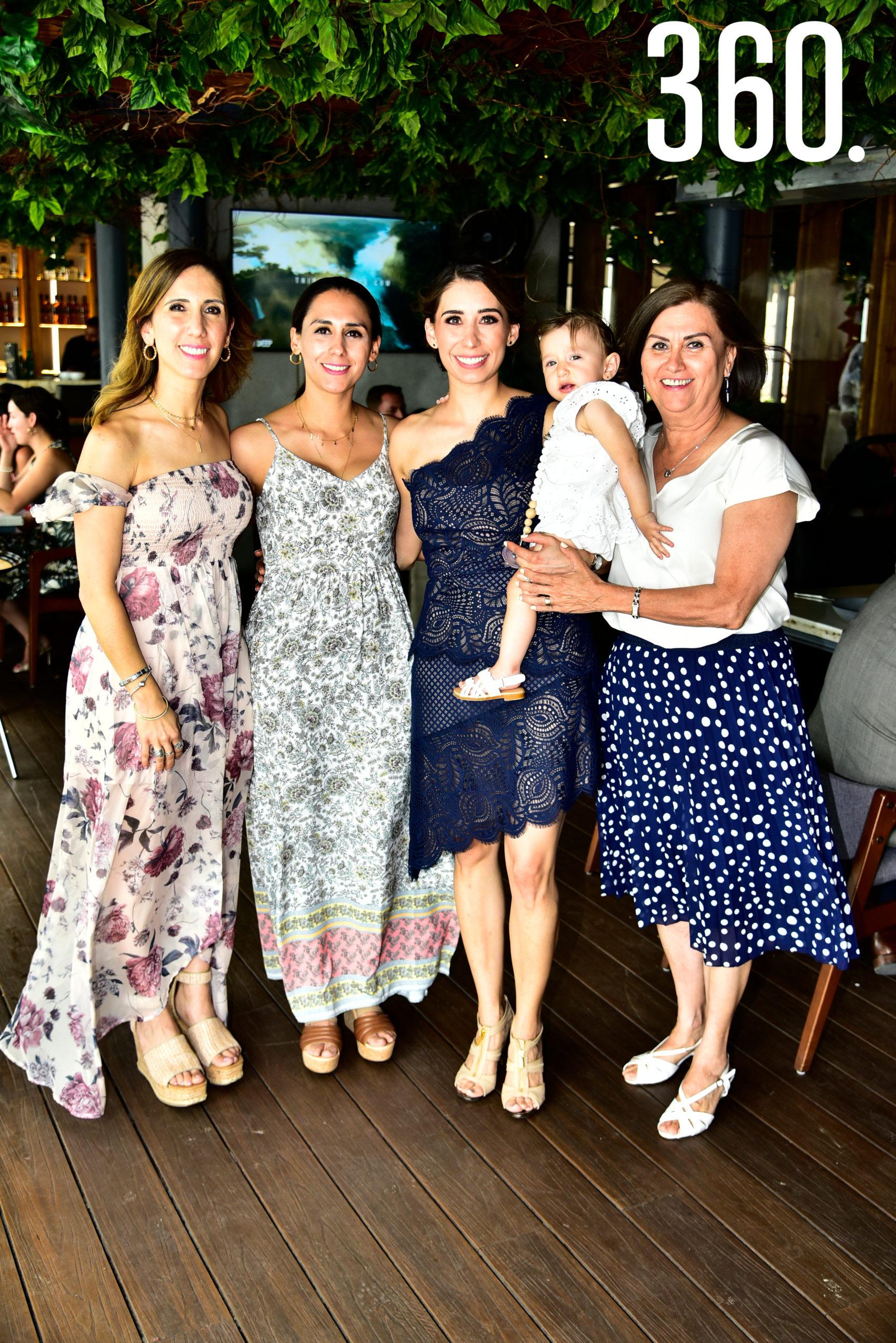 Ana Catalina, Andrea y Leonora González, Catalina Ortiz de Montellano y Leonora González.