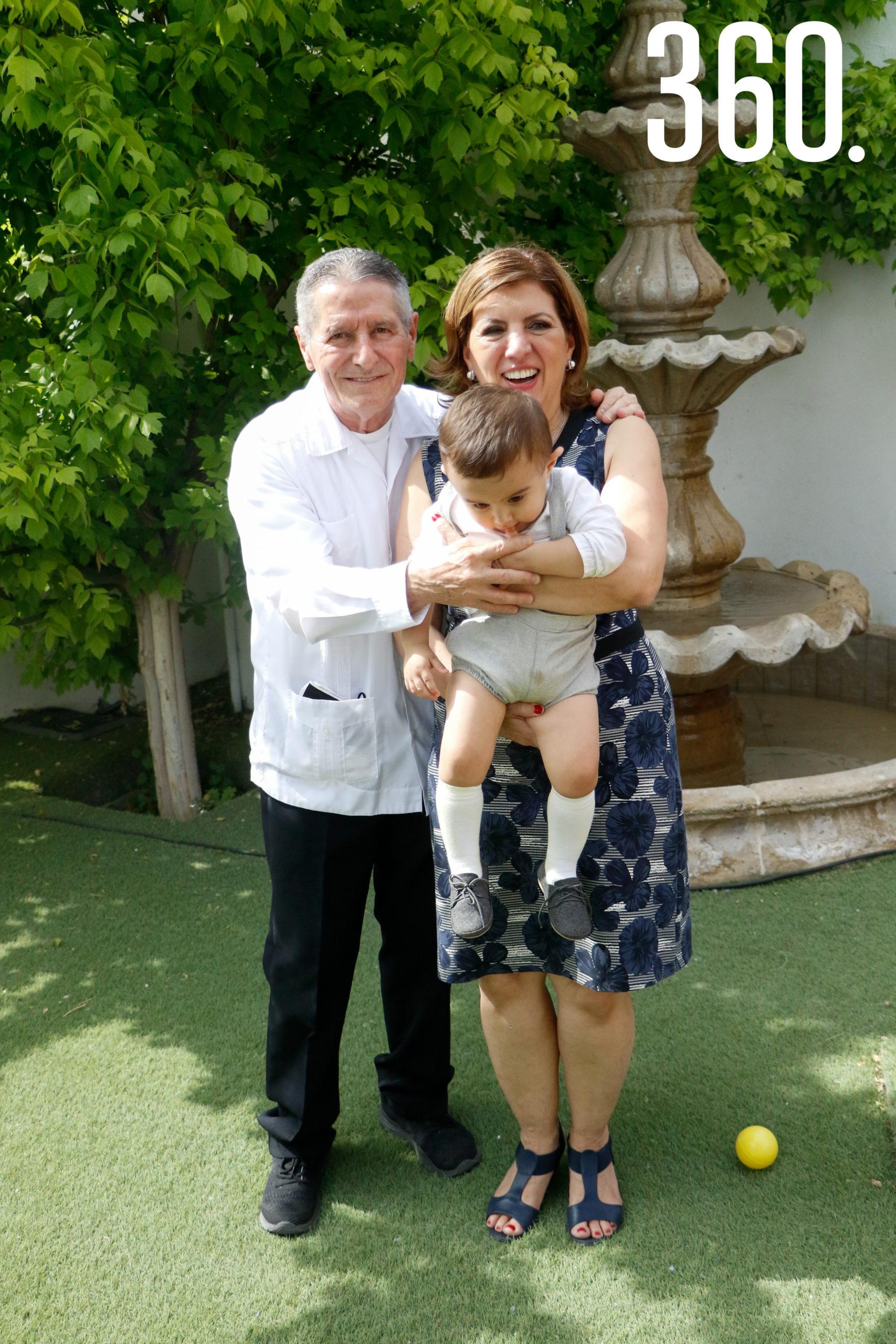Baudel Hinojosa, Jesús Pedro y Mari Cantú.