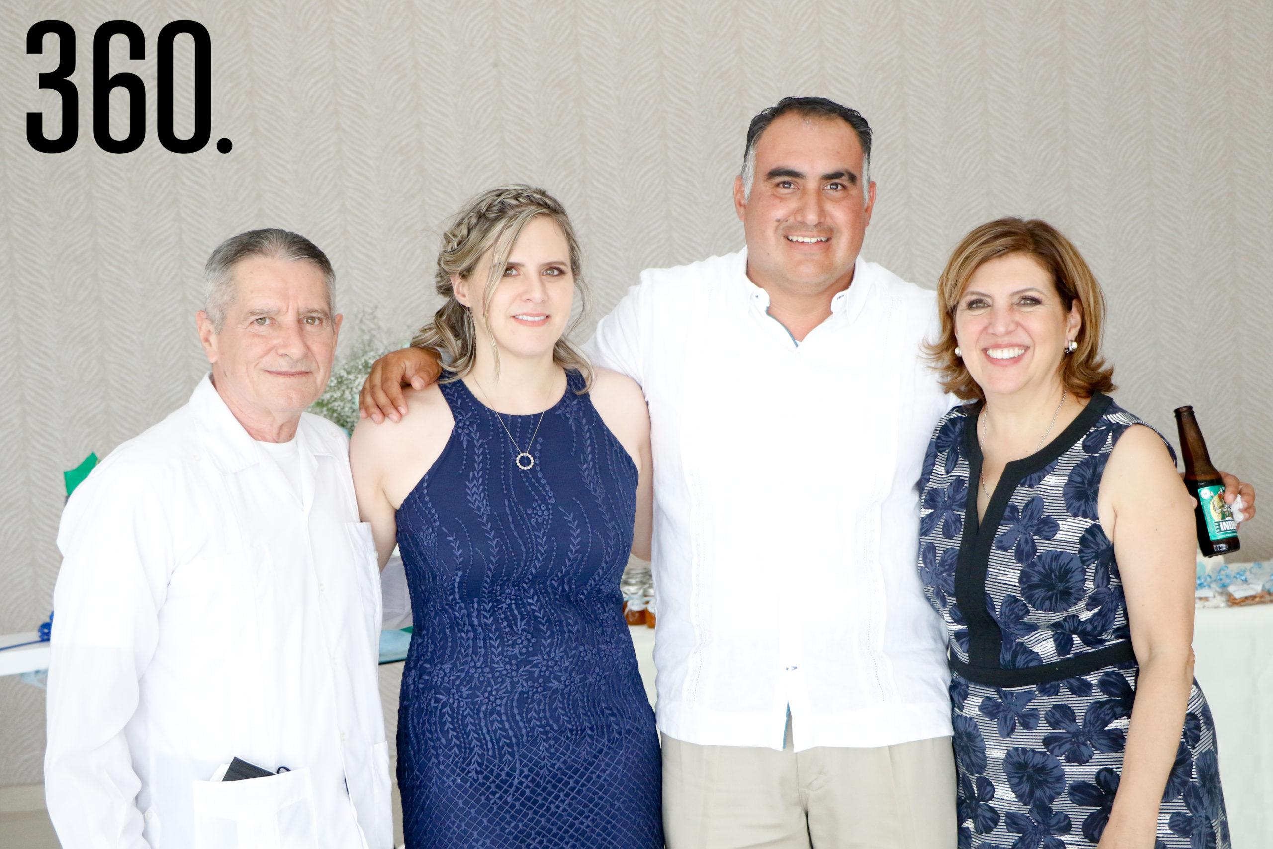 Baudel Hinojosa, Mayra de Figueroa, Jesús Figueroa y Mari Cantú.
