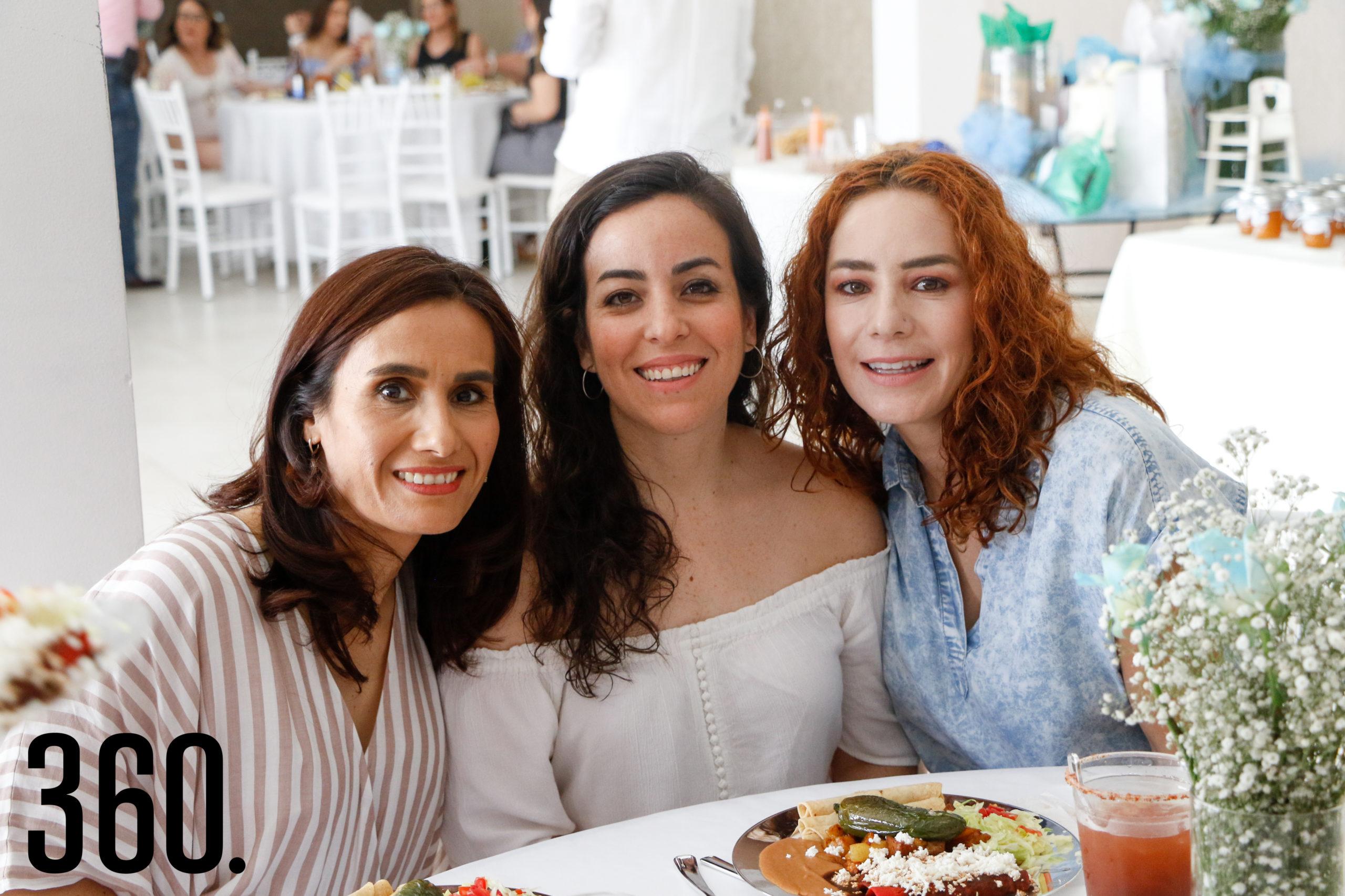 Lorena Figueroa, Mily Galindo y Reyna Ramos.