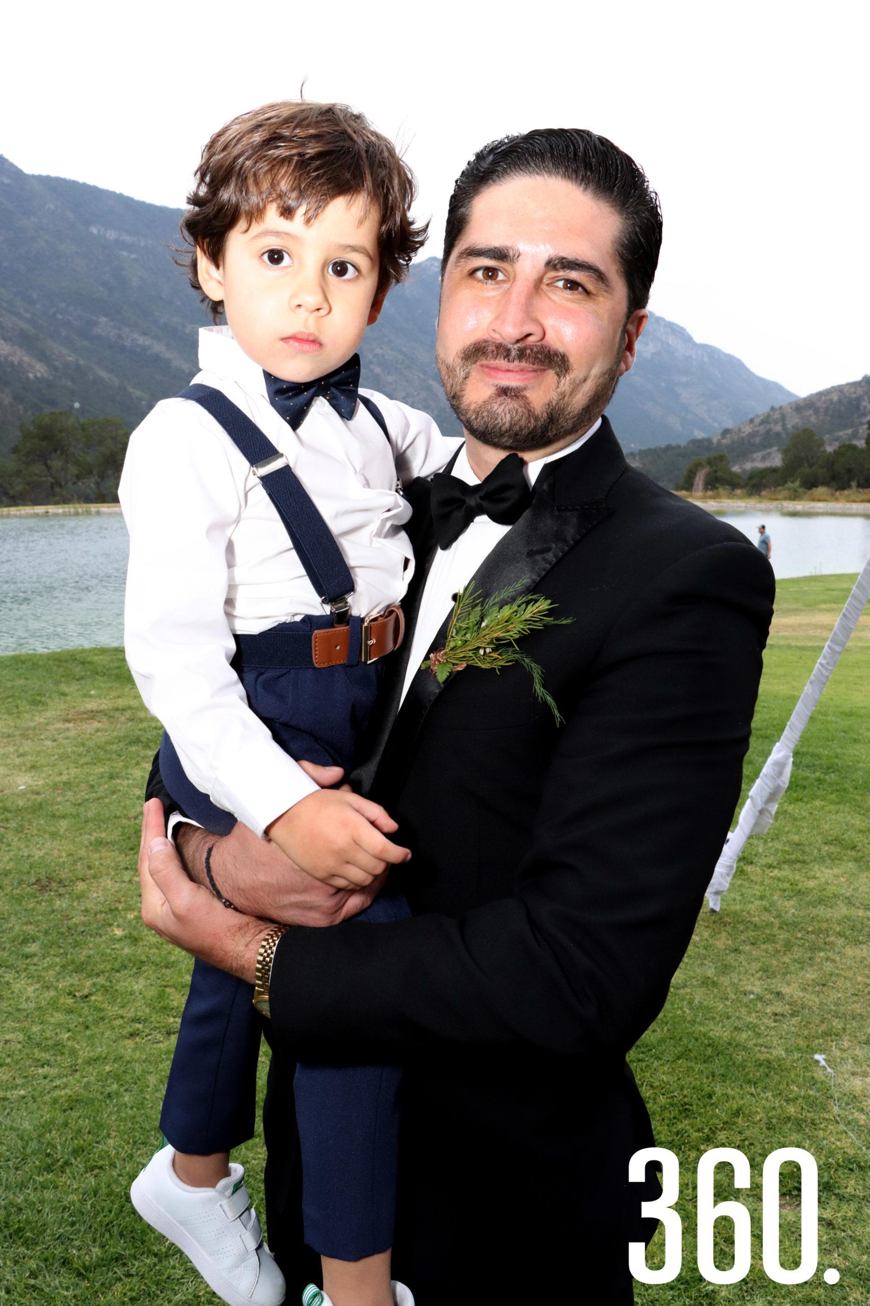 Rogelio Guajardo con su tío Jesús Elizondo.