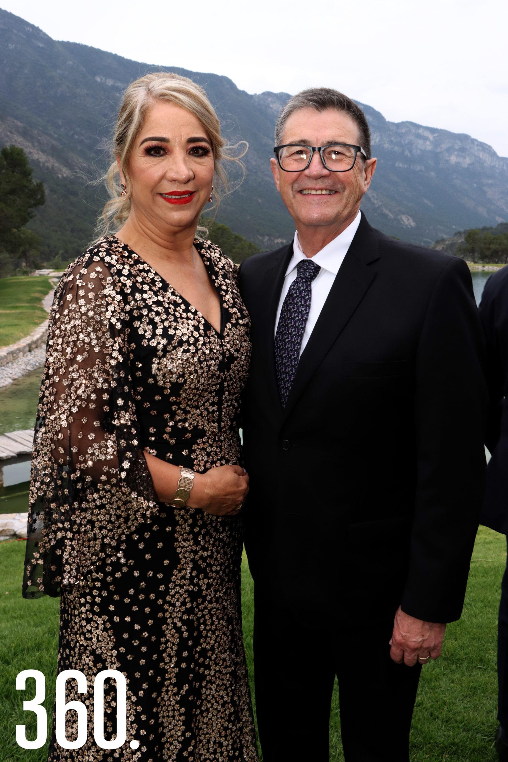 Elvia Morales y Eduardo Fuentes, padrinos de velación.