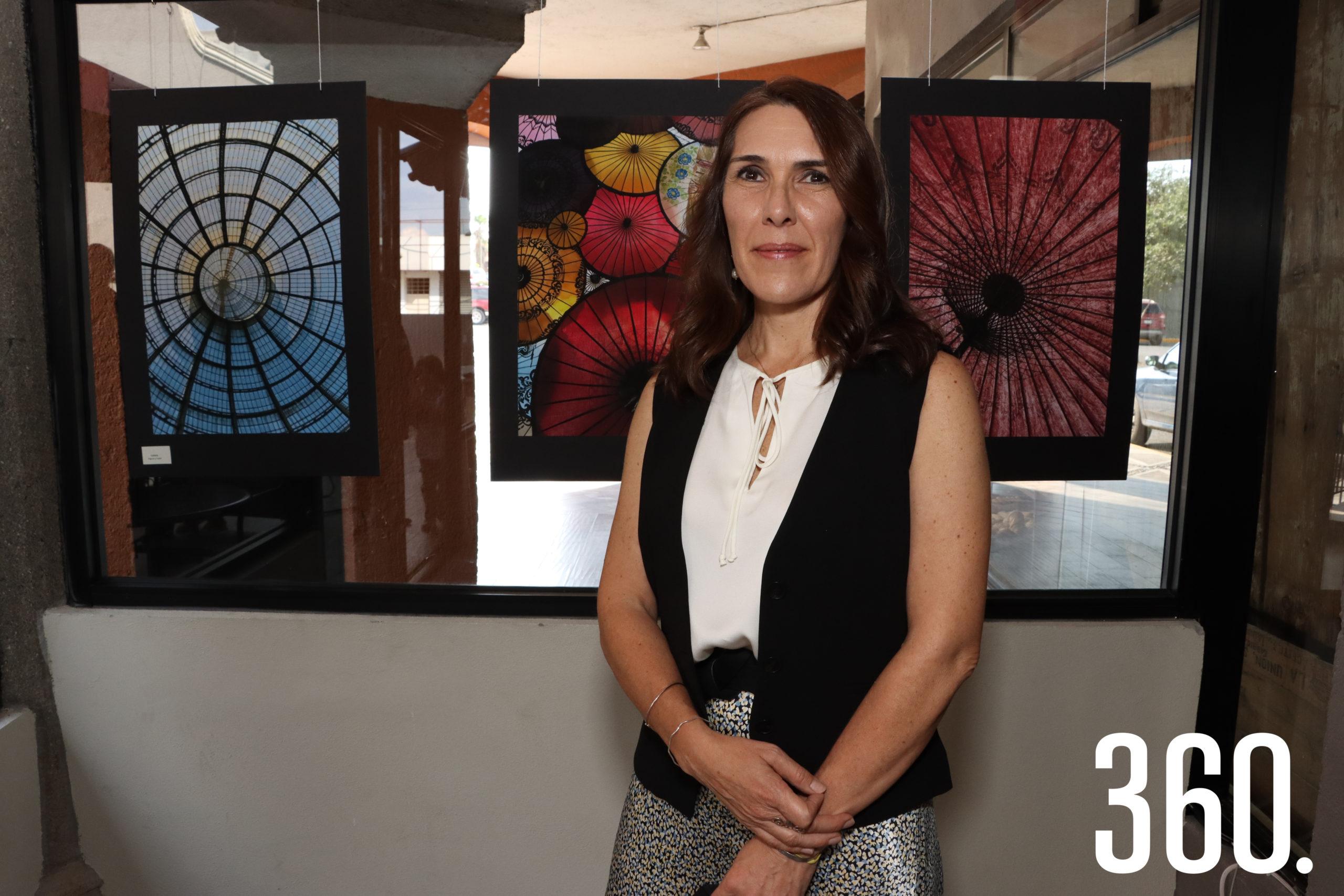 """Claudia Aponte Acosta presentó sus fotografías en la exposición """"Enfoques"""", en la Cafetería de la panadería Tres Espigas."""