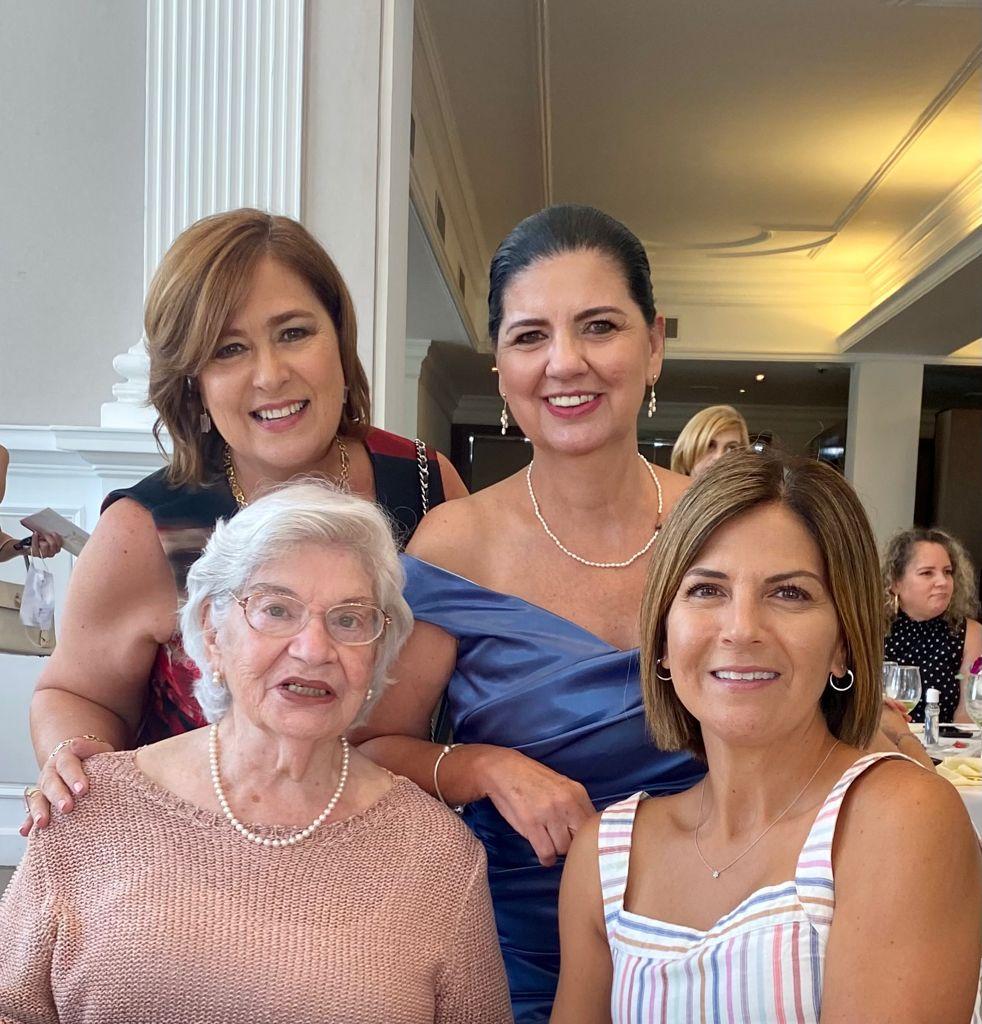 Silvia Leal, Marcela de la Garza, Esperanza Díaz y Patricia De la Garza.
