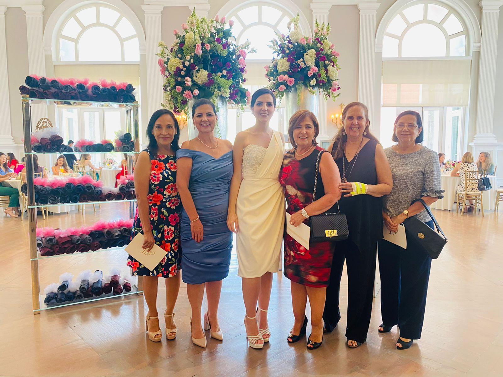 Elsa Rodríguez, Marcela De la Garza, la festejada, Silvia Leal, Marilupe Abramo y Patricia García.