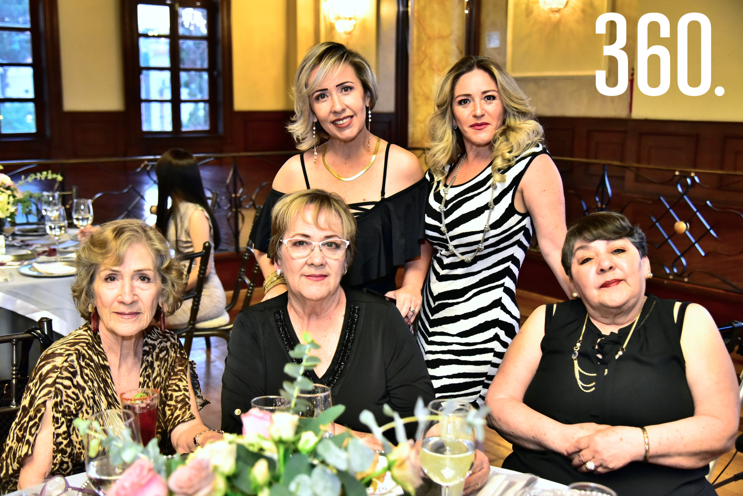 Sharon Duran, Ingrid, Mirna, Martha y Aracely Tamez.