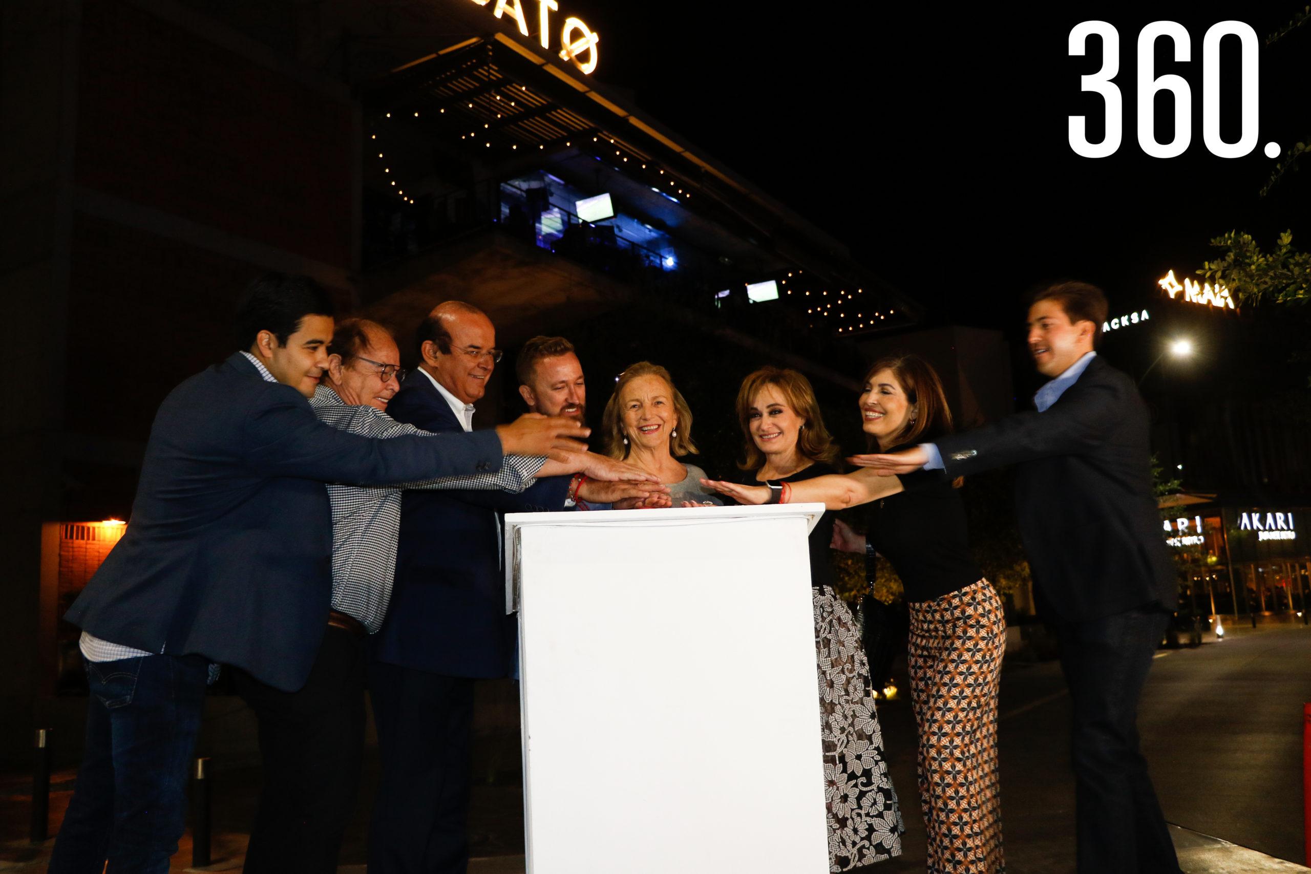 Prendida de las nuevas luces de Il Mercato.