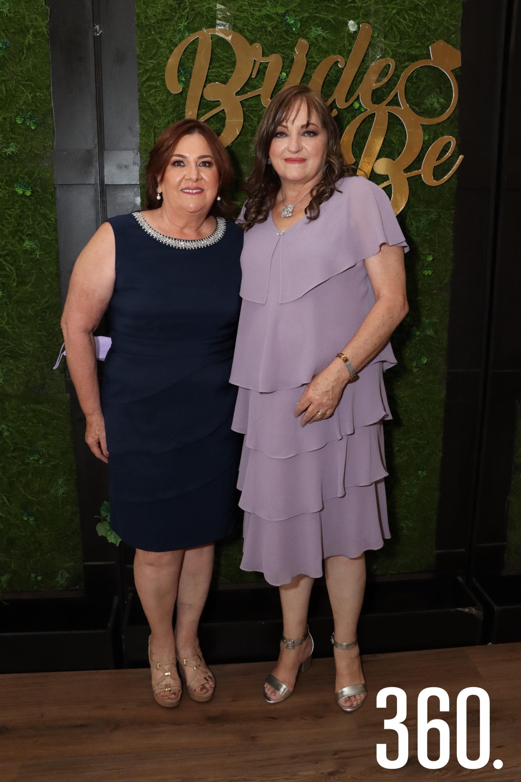 Sandra Peart de Reyes y Gloria Aguirre de Rangel organizaron la despedida de soltera para Paulina.