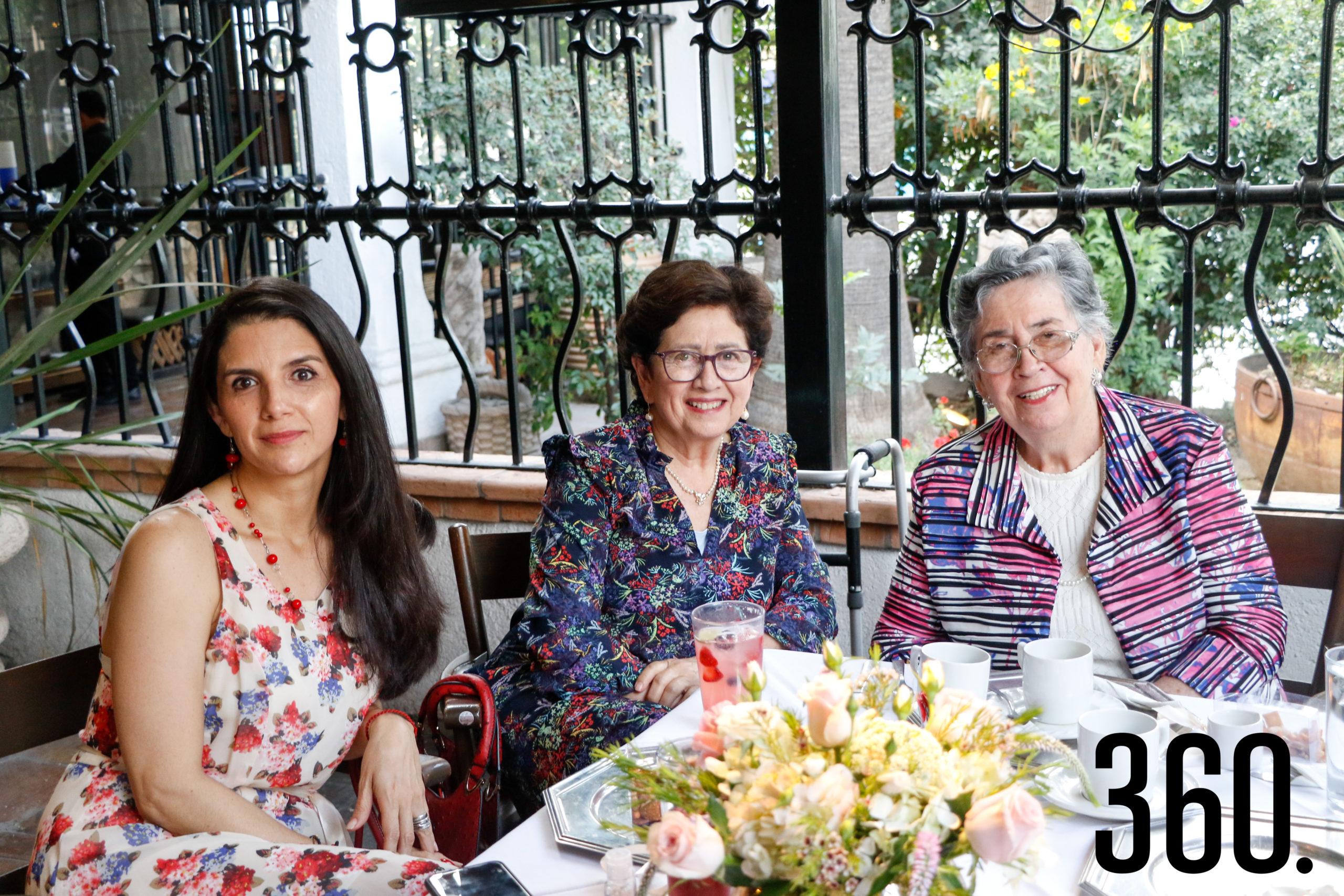 Marisol Flores, Leticia Prado y Leticia Delgado de Prado.