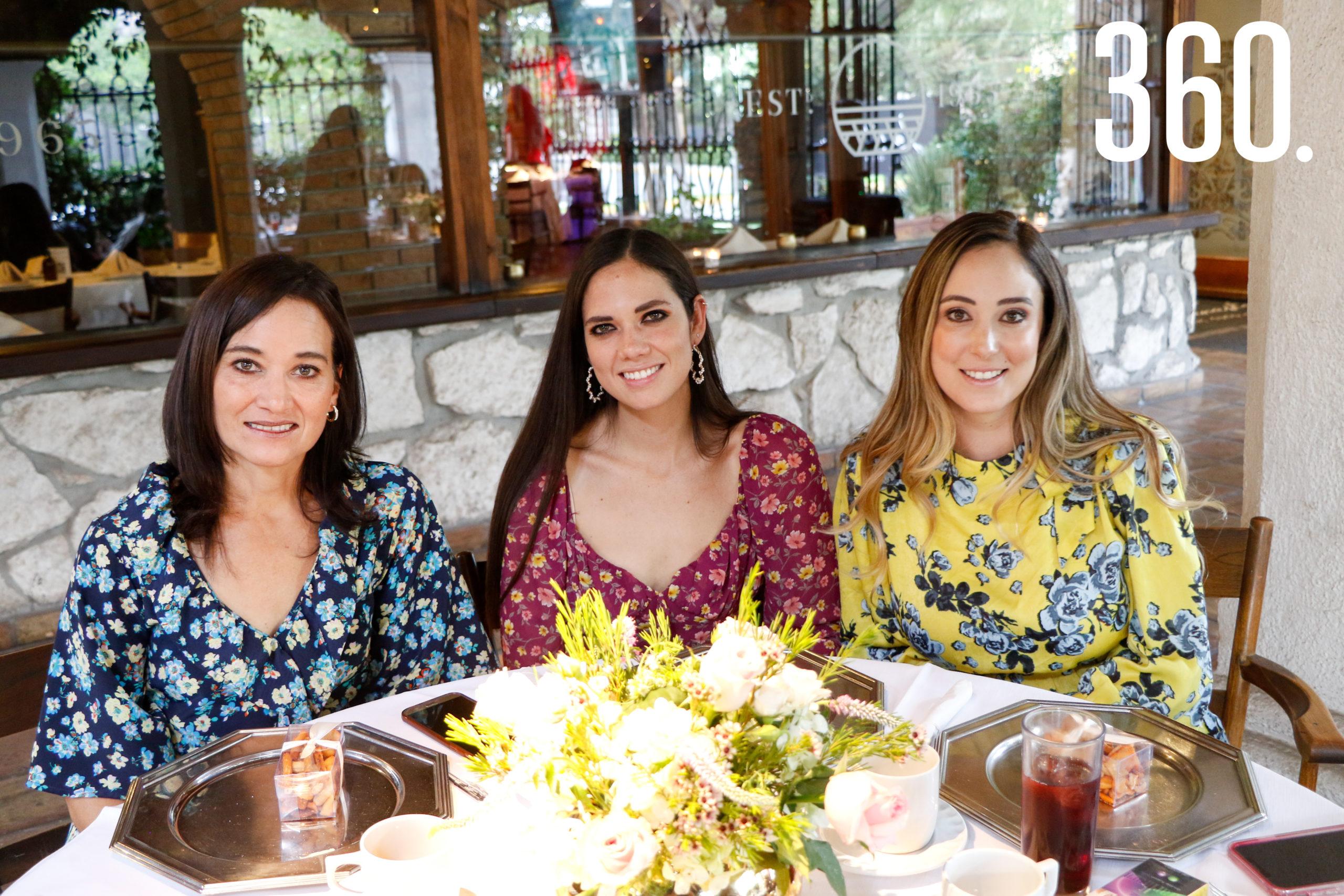 Aída Sánchez, Julia Berlanga y Jannette Berlanga.